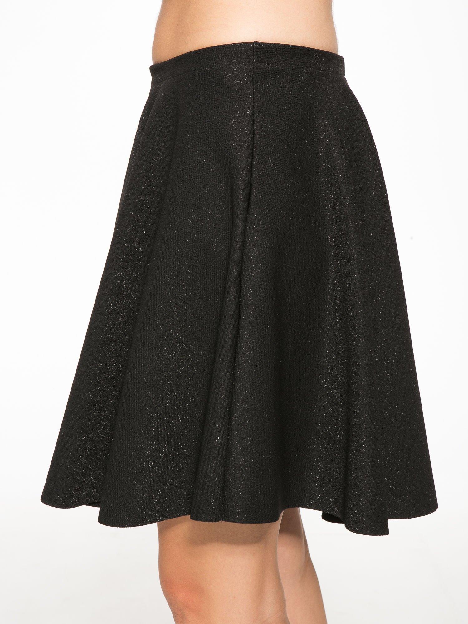 Czarna mini spódniczka przeplatana błyszczącą nicią                                  zdj.                                  7