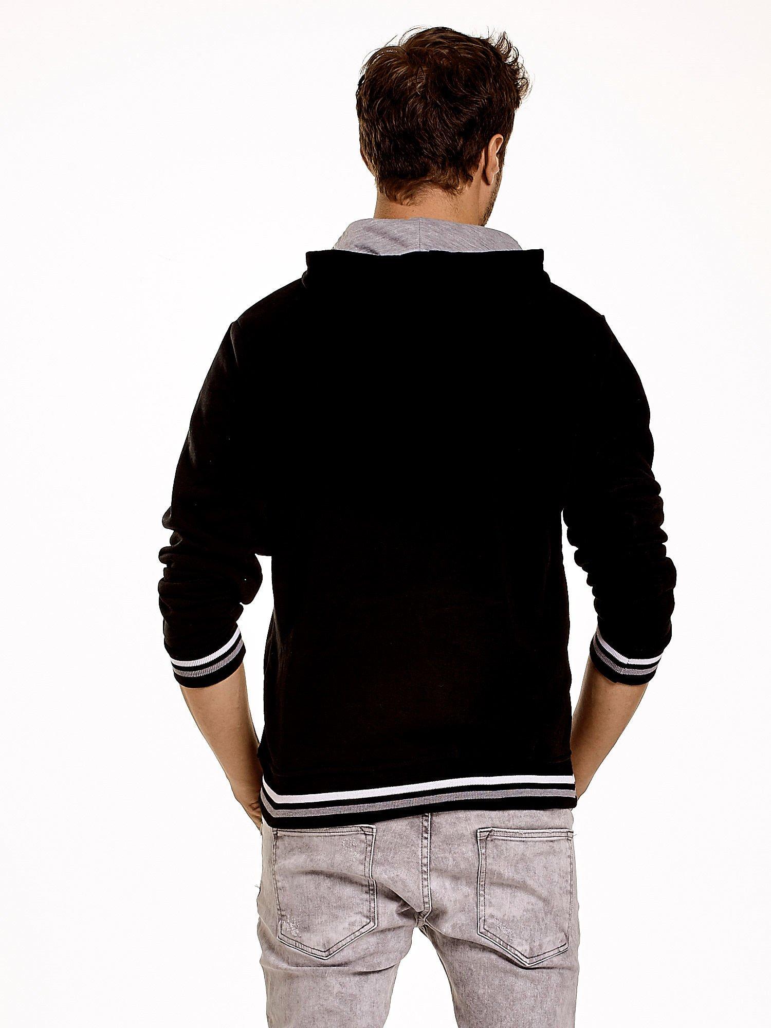 Czarna ocieplana bluza męska z napisem NEW YORK i naszywką                                  zdj.                                  3