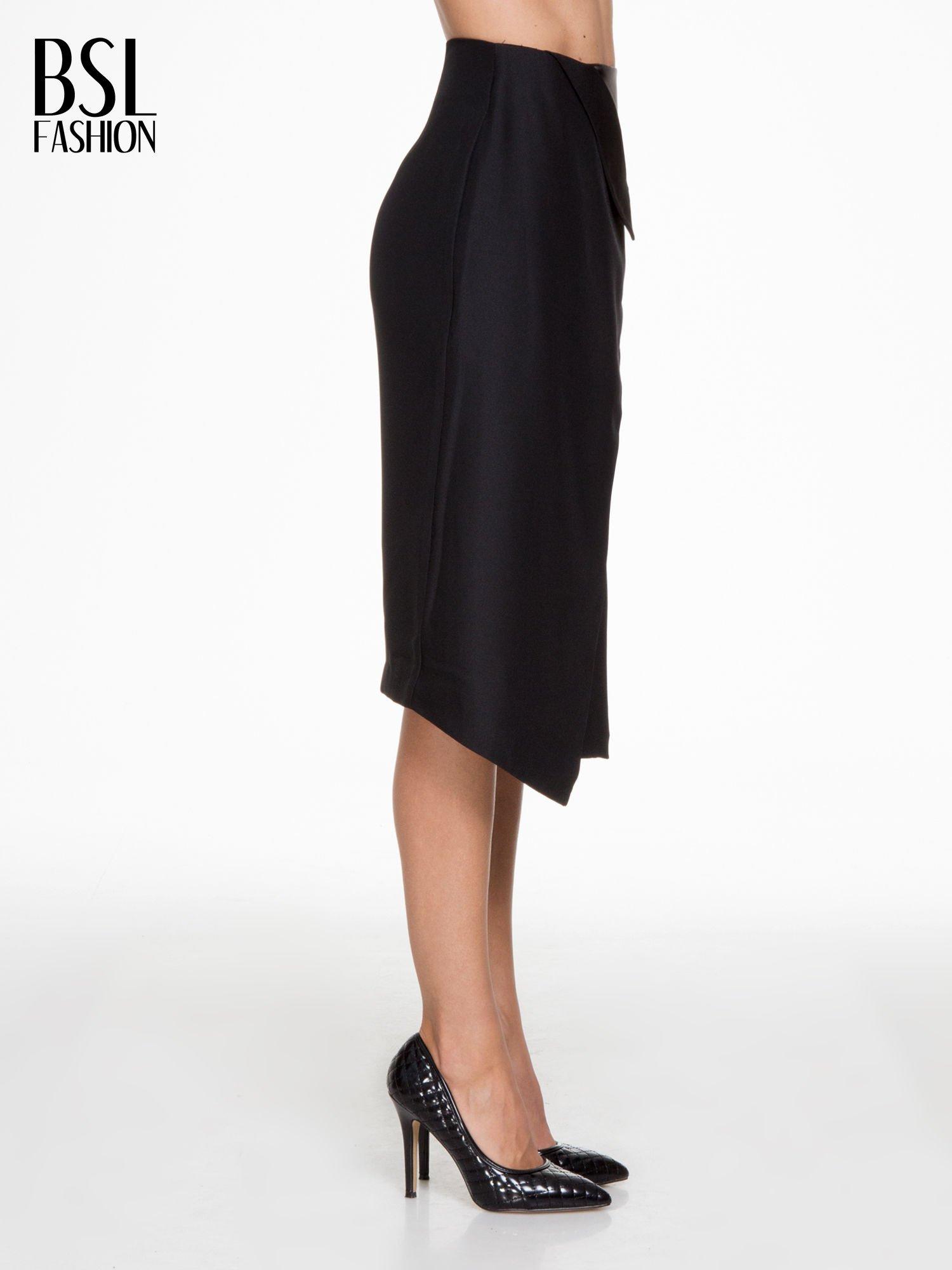 Czarna ołówkowa spódnica z zakładkami i skórzanym pasem                                  zdj.                                  3