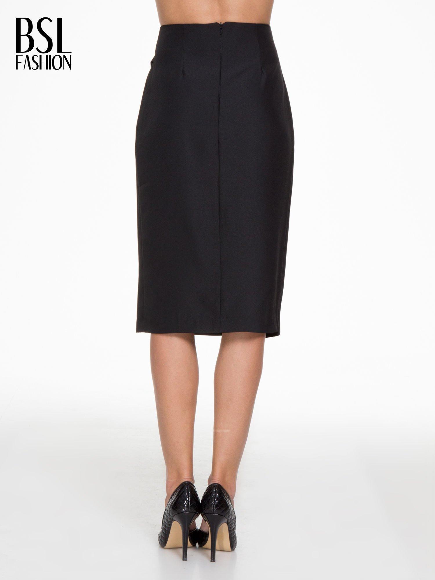 Czarna ołówkowa spódnica z zakładkami i skórzanym pasem                                  zdj.                                  4