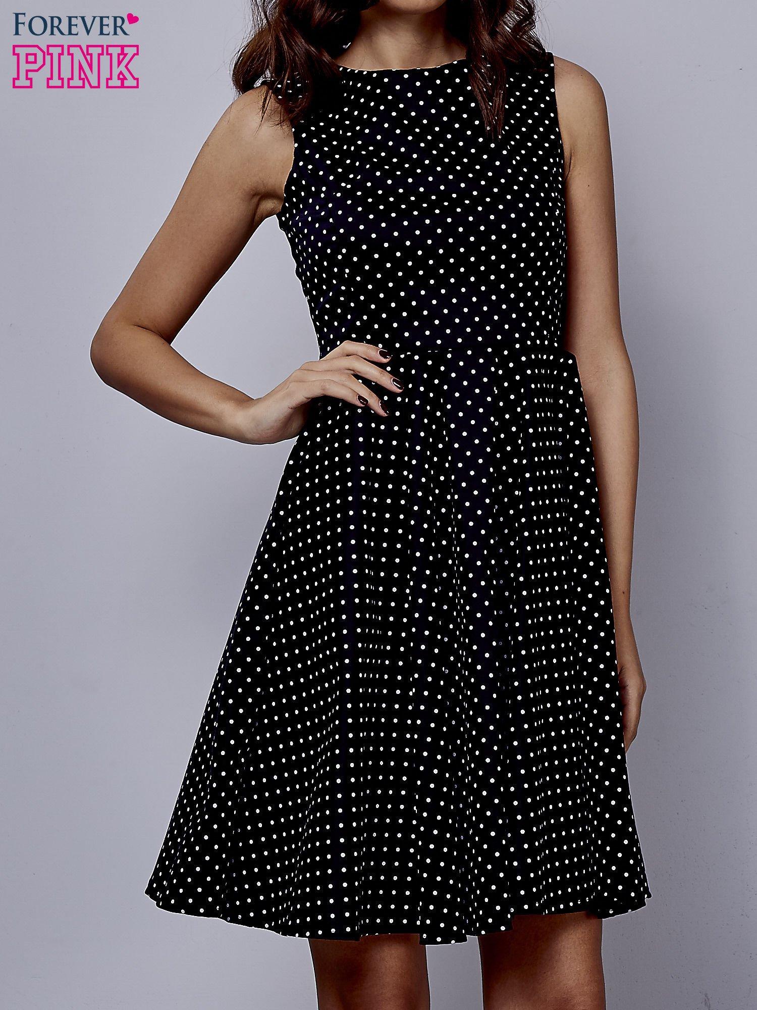 Czarna rozkloszowana sukienka w groszki                                  zdj.                                  1
