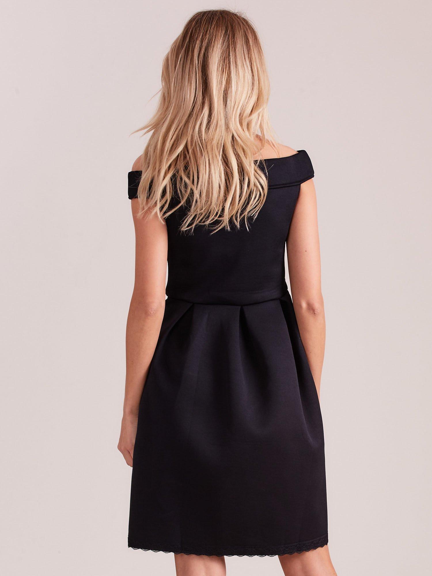 753649658b8 Czarna rozkloszowana sukienka z pianki