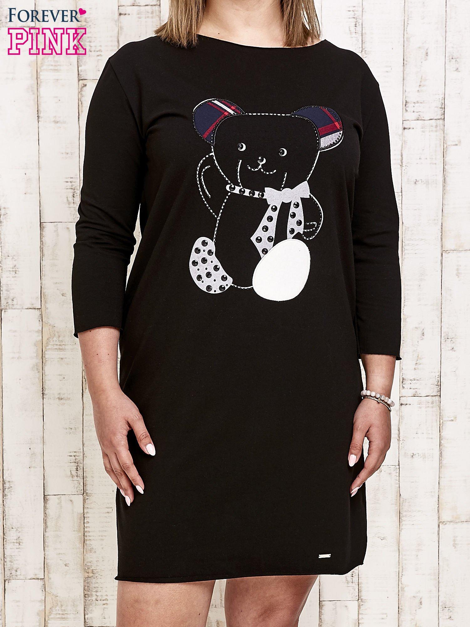 Czarna sukienka dresowa z misiem PLUS SIZE                                  zdj.                                  1
