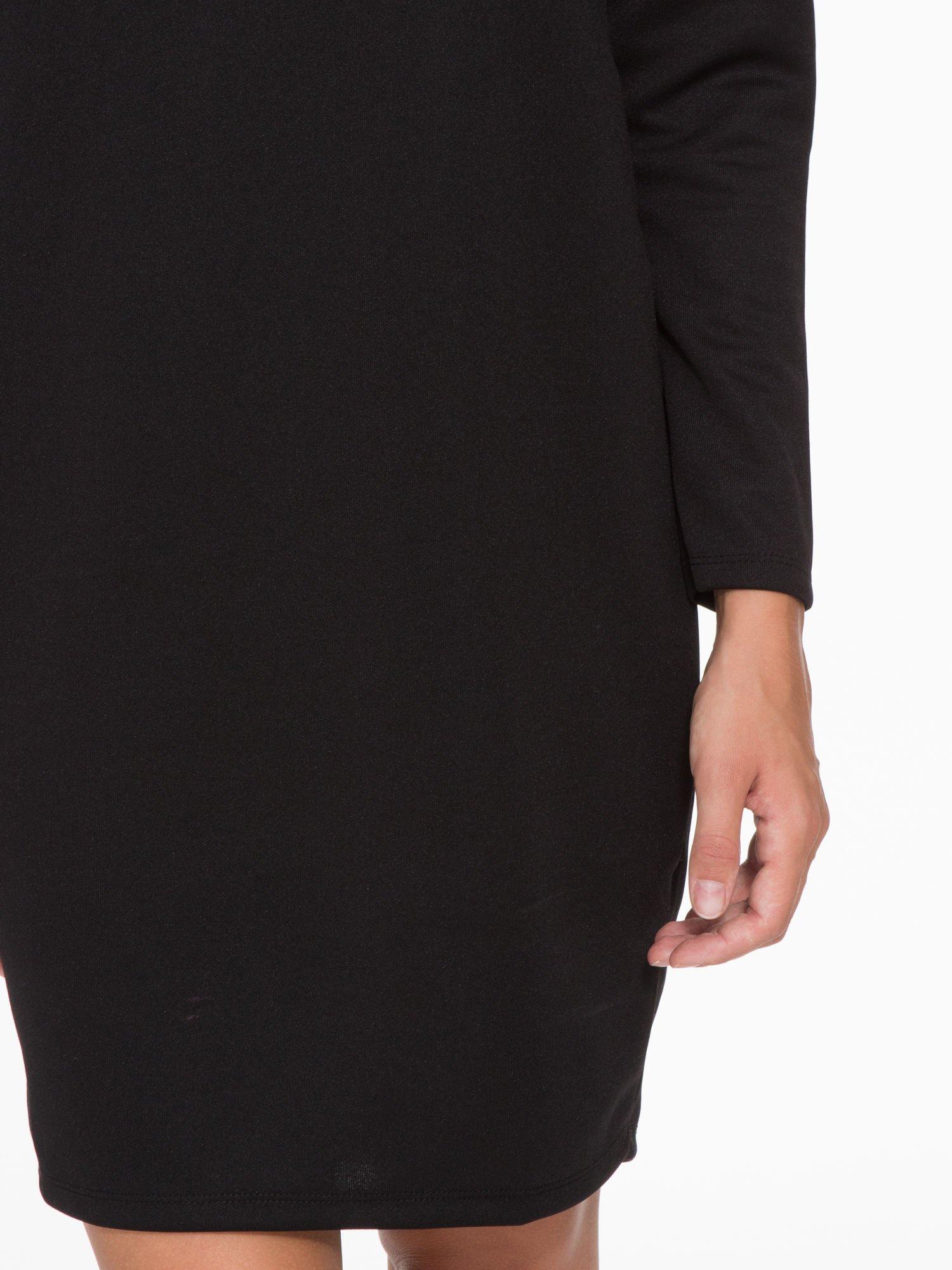 Czarna sukienka oversize z obniżoną linią ramion                                  zdj.                                  9