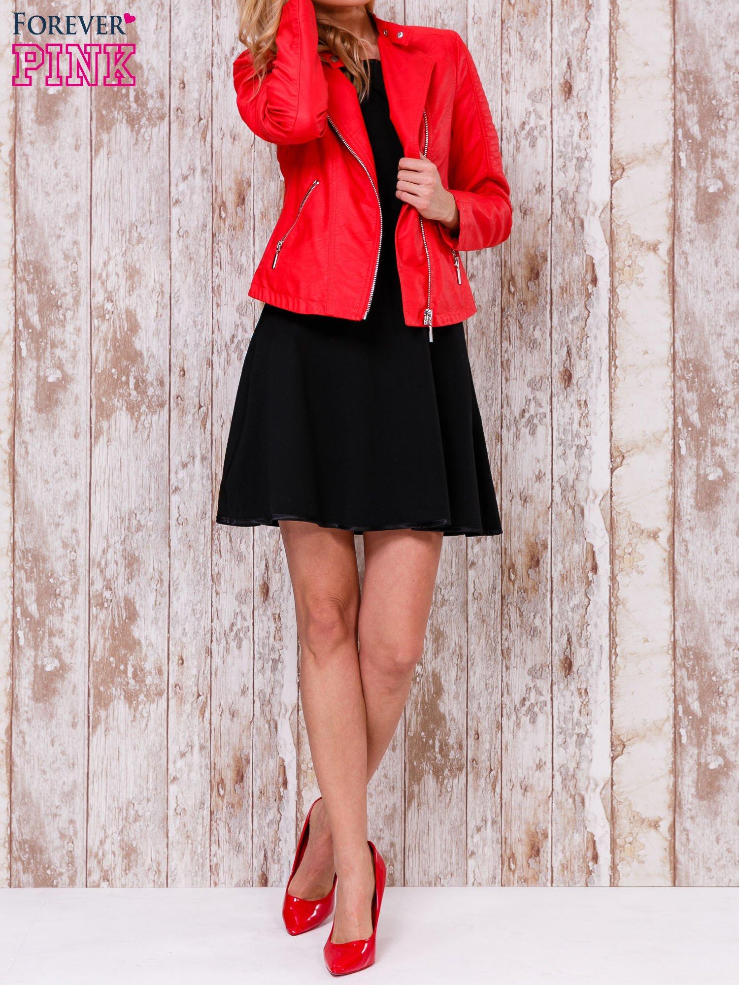 Czarna sukienka skater z satynową lamówką                                  zdj.                                  2