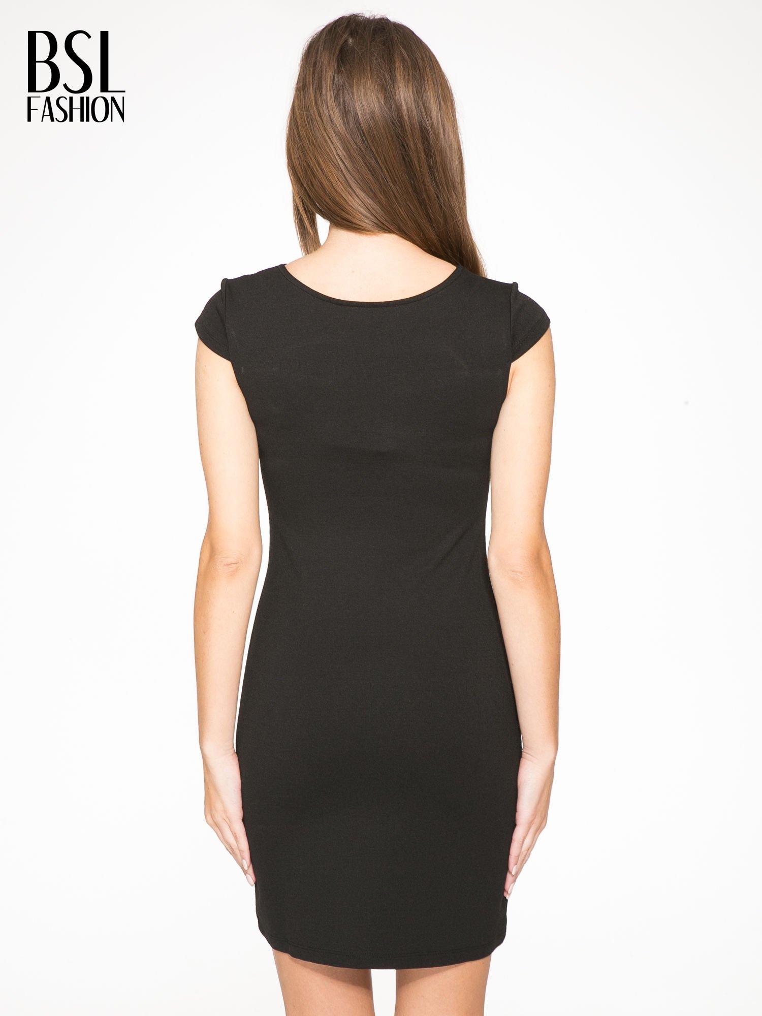 Czarna sukienka tuba z dekoltem cut out                                  zdj.                                  4