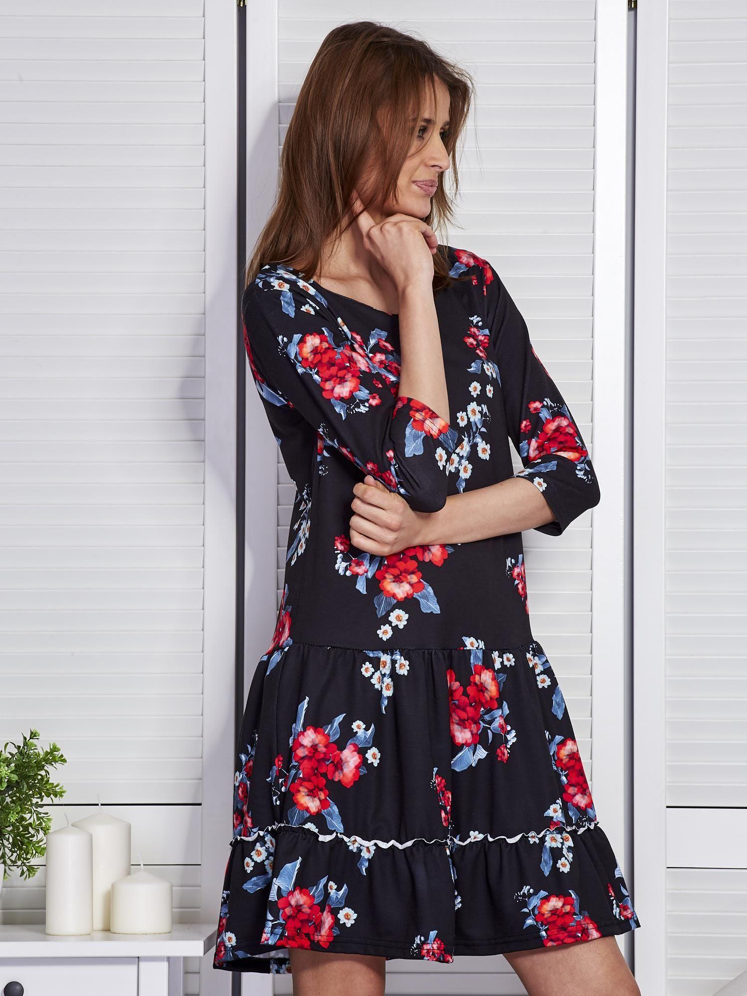 e51f90110e Czarna sukienka w kwiaty z wycięciem na plecach - Sukienka ...