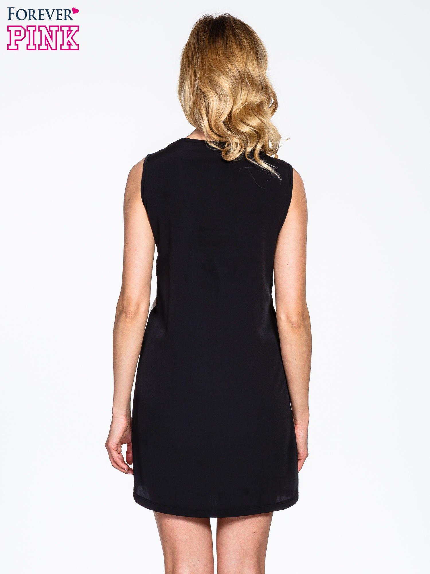 Czarna sukienka z dużym nadrukiem kwiatowym                                  zdj.                                  4