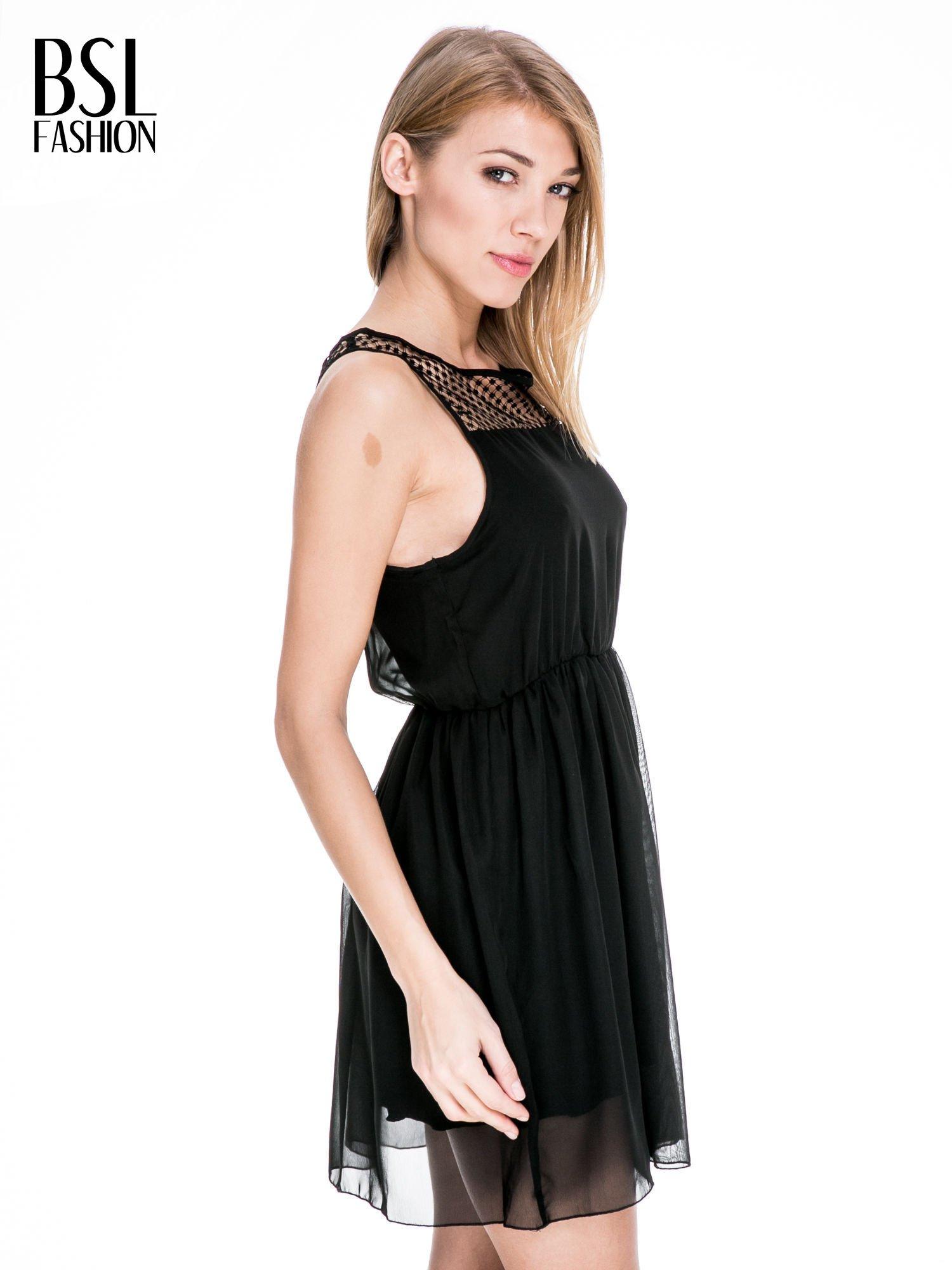 Czarna sukienka z koronkowym karczkiem                                  zdj.                                  3