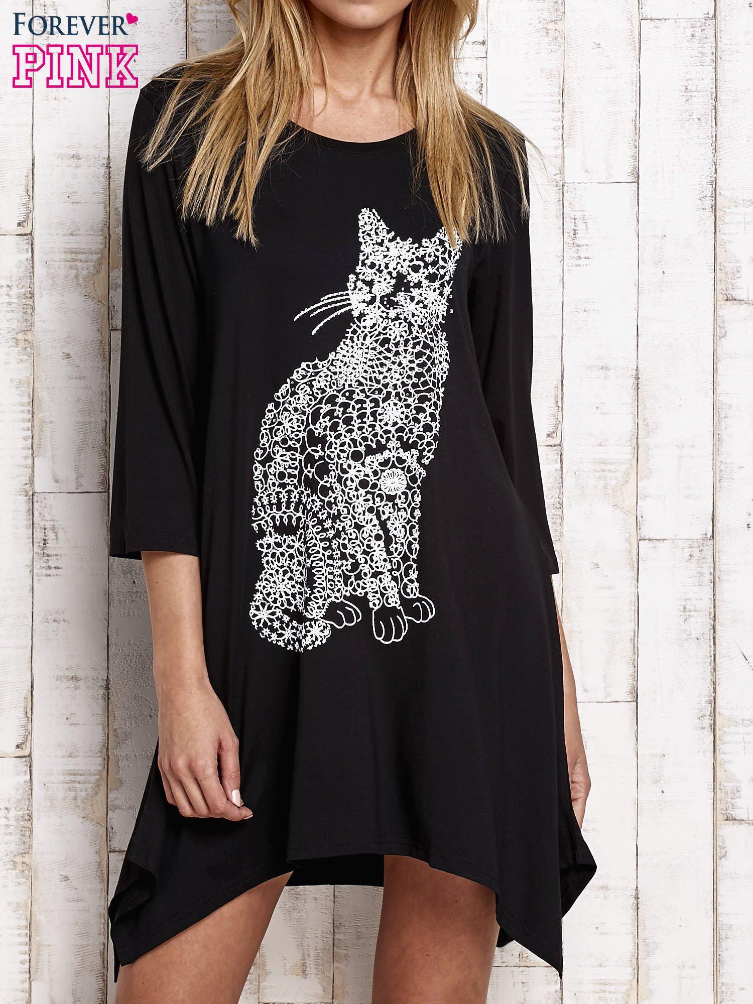 Bardzo dobra Czarna sukienka z nadrukiem kota i błyszczącą aplikacją - Sukienka NF54