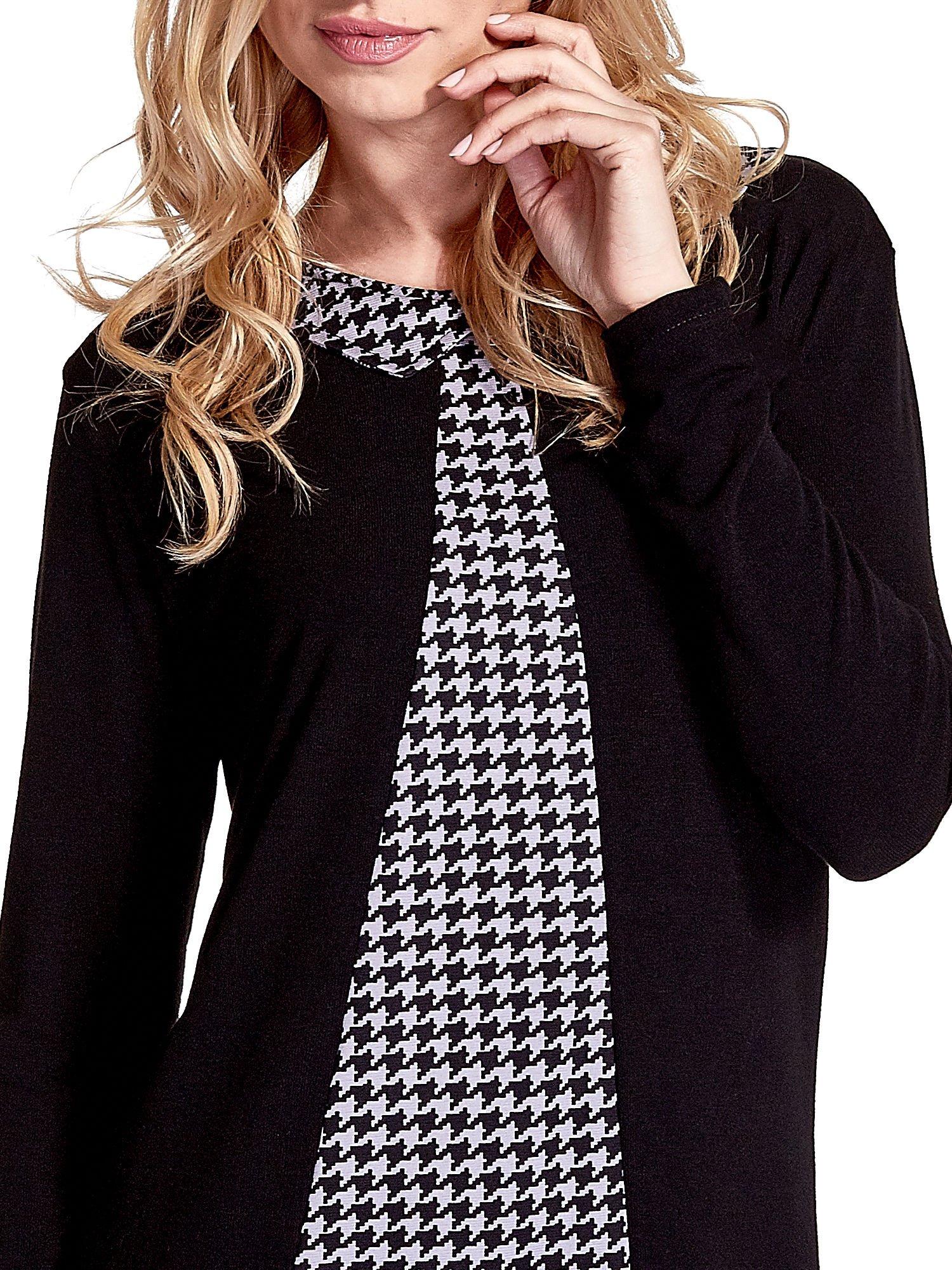 Czarna sukienka z nadrukiem pepitki                                  zdj.                                  5