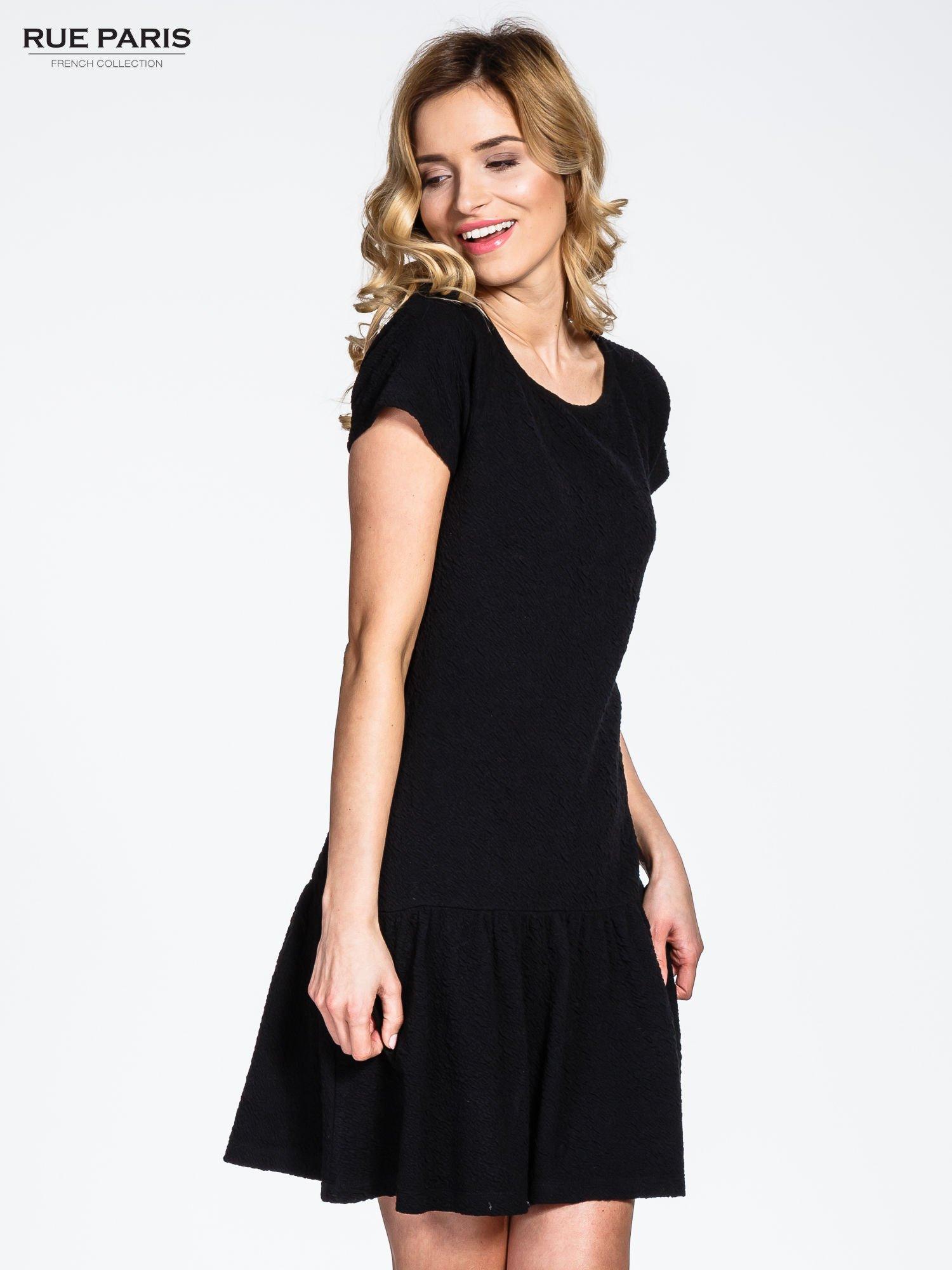d35346a9d672 Czarna sukienka z obniżoną talią i falbaną na dole - Sukienka na co dzień -  sklep eButik.pl