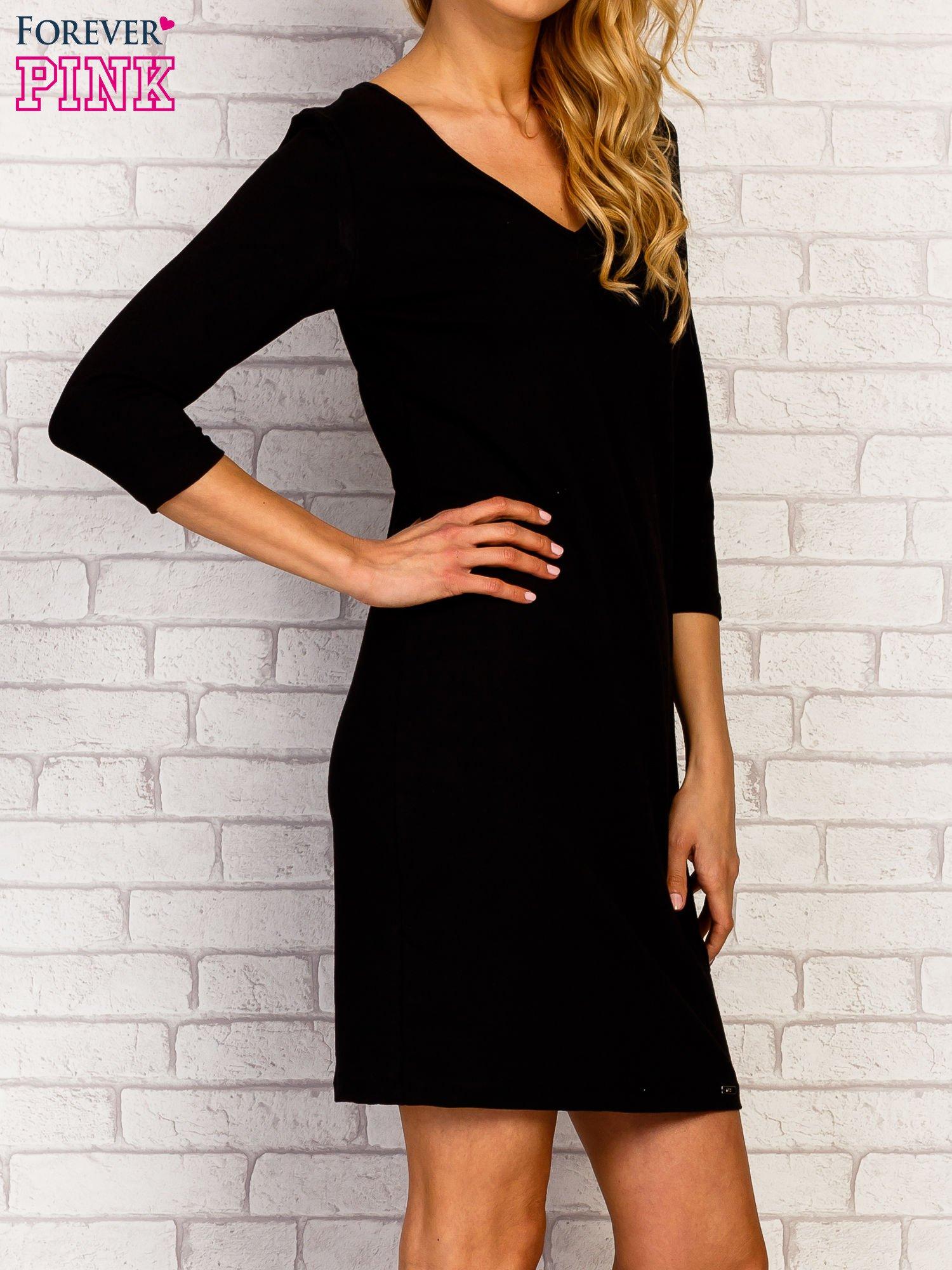 Czarna sukienka z trójkątnym dekoltem                                  zdj.                                  3
