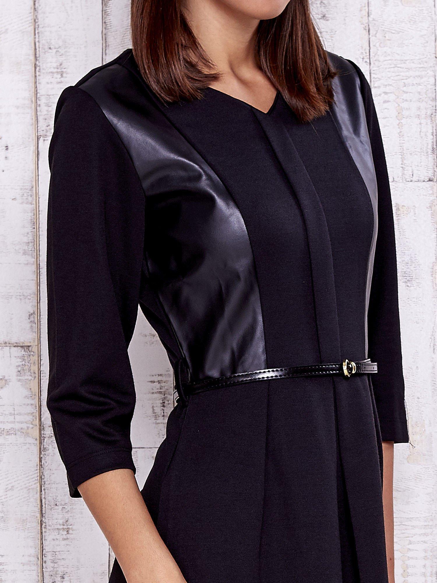 Czarna sukienka ze skórzanymi wstawkami                                  zdj.                                  5