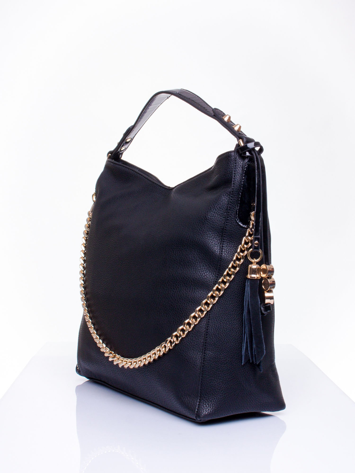 Czarna torba hobo ze złotym łańcuchem i chwostem                                  zdj.                                  2