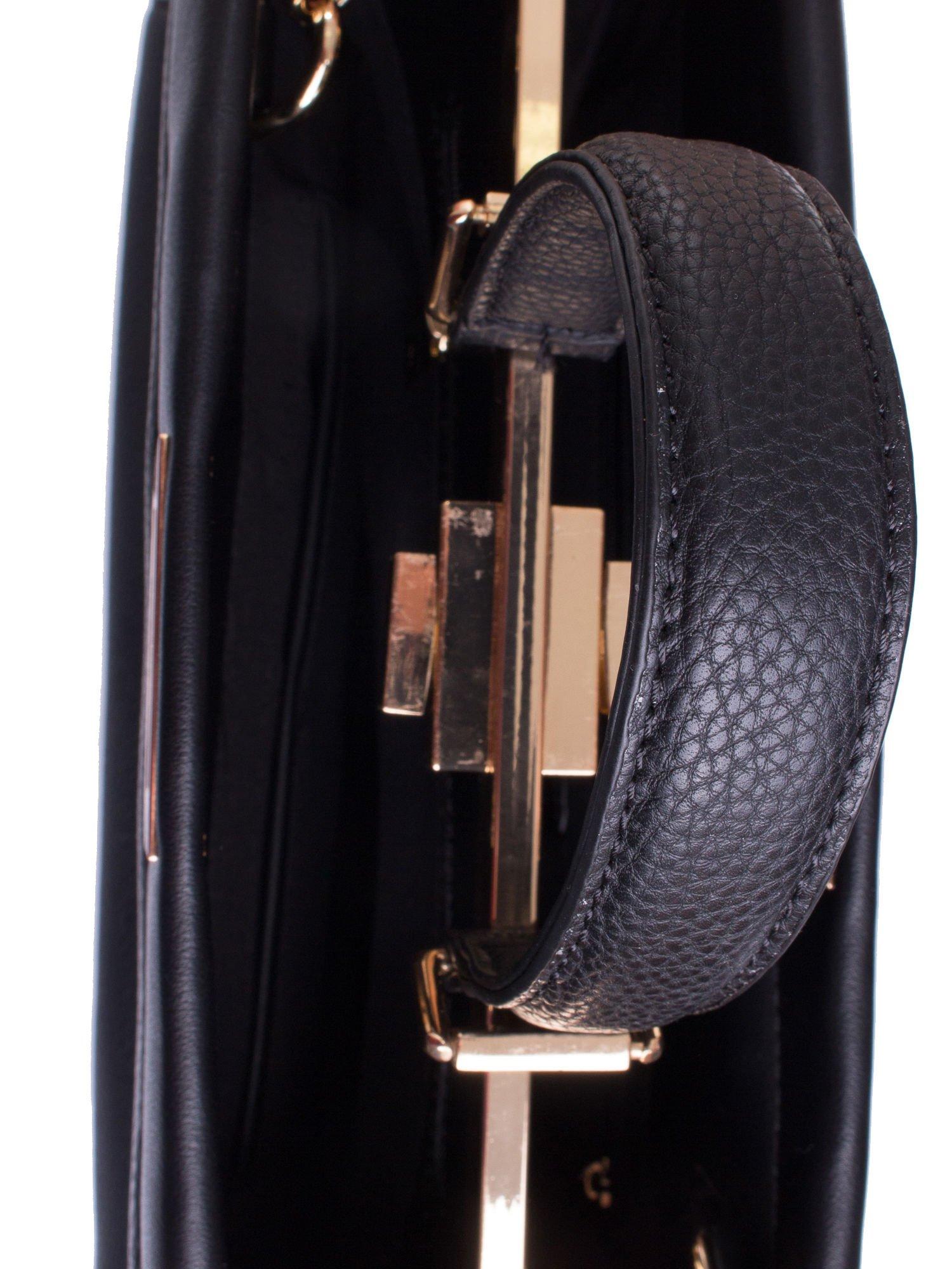 Czarna torba kuferek zapinana na zatrzask                                  zdj.                                  4