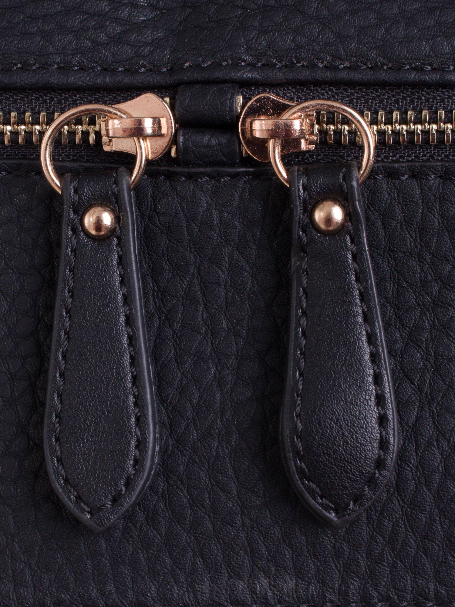 Czarna torba na ramię z ozdobnymi suwakami                                  zdj.                                  5