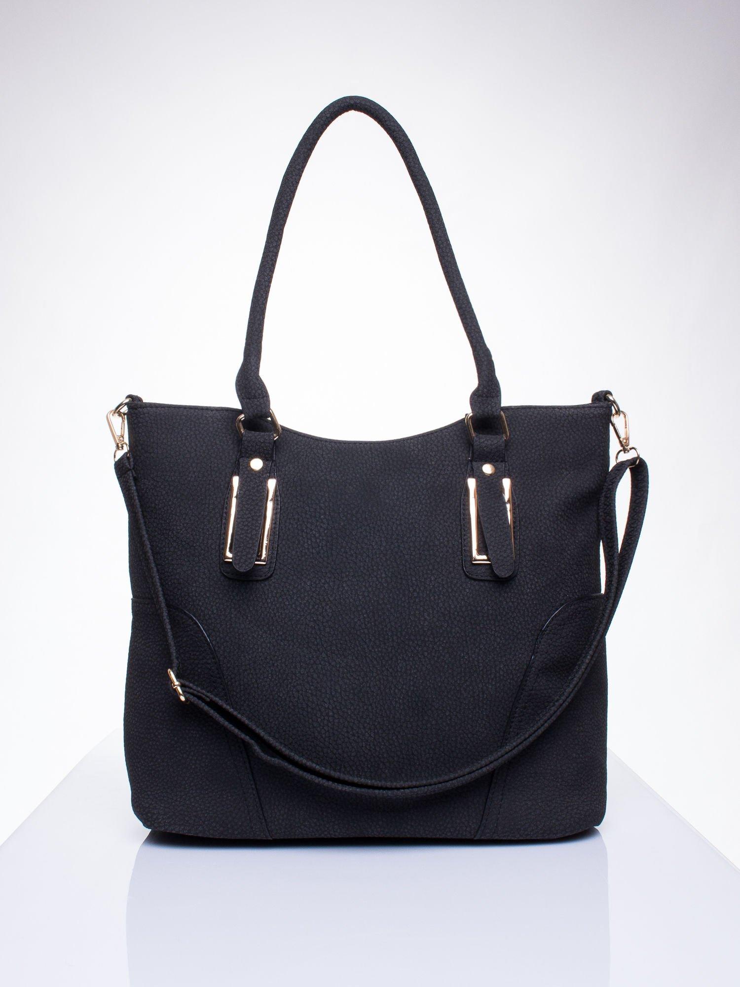 Czarna torba shopper bag ze złotymi okuciami przy rączkach                                  zdj.                                  1
