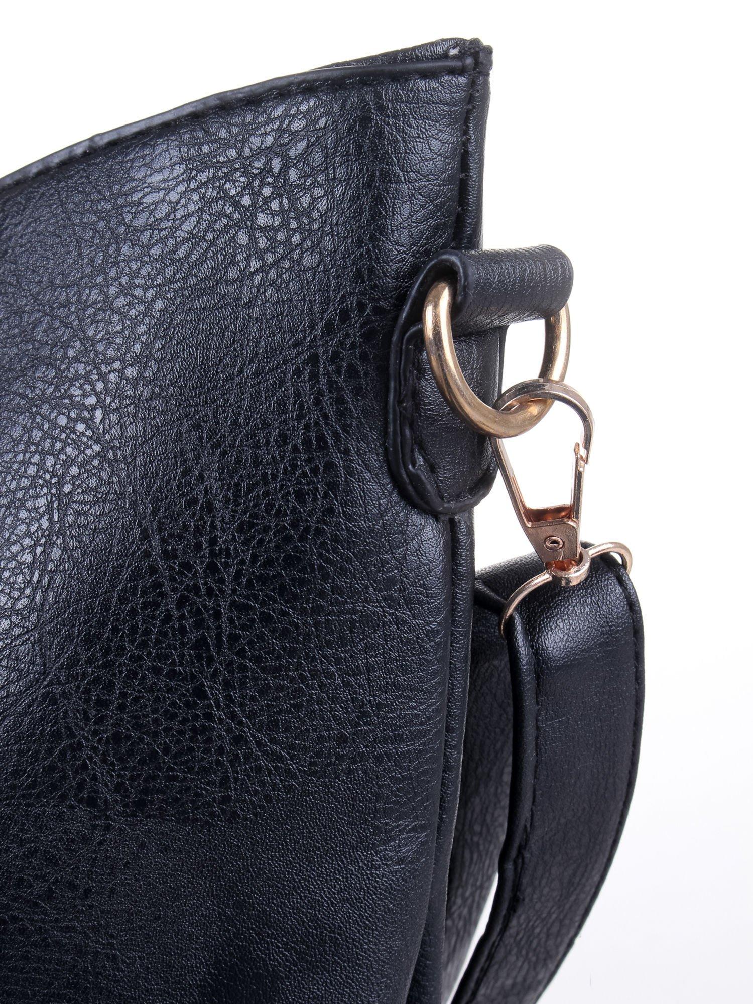 Czarna torba z tłoczonej skóry ze złotymi detalami                                  zdj.                                  8