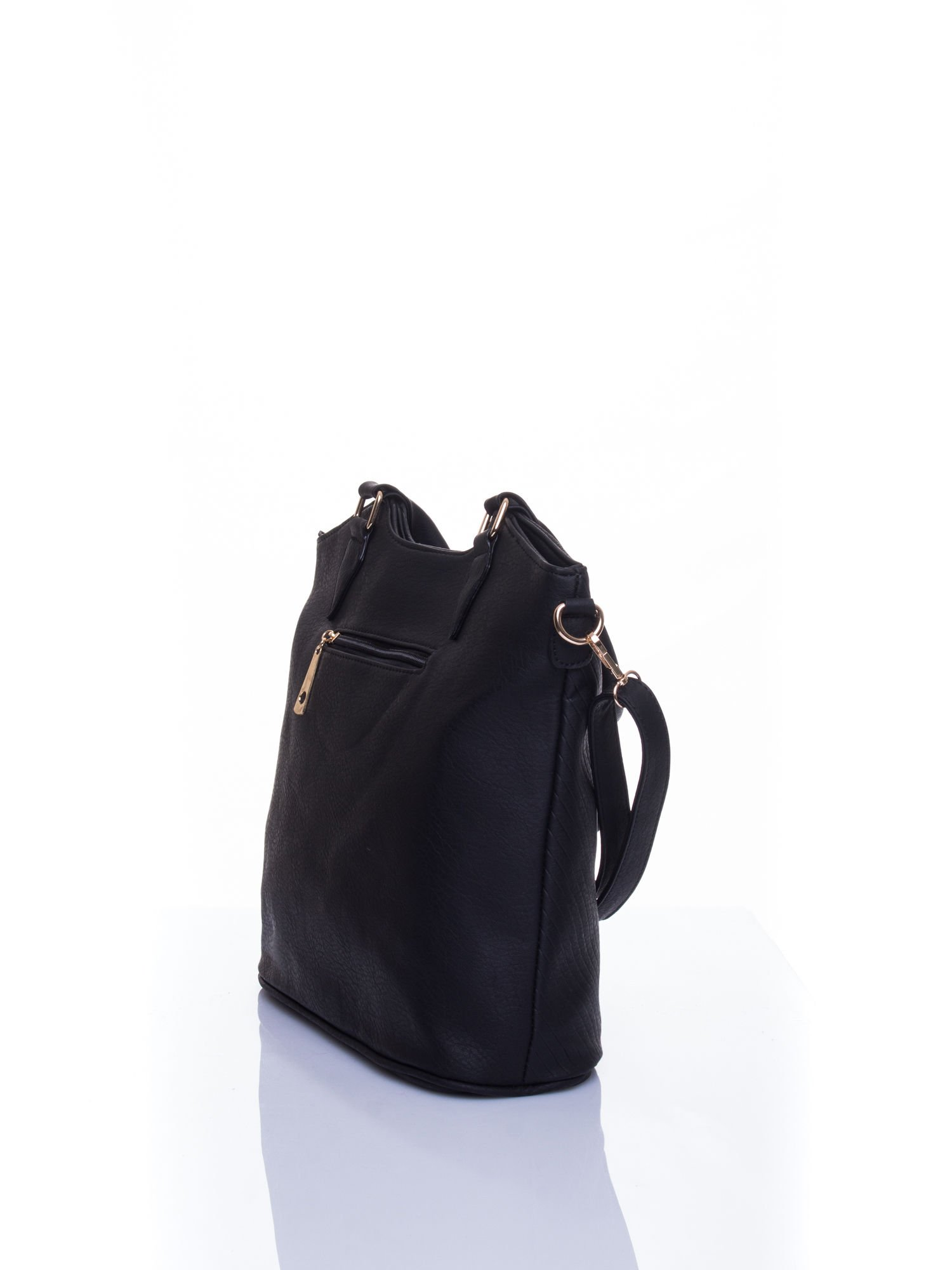 Czarna torebka fakturowana w pasy                                   zdj.                                  4