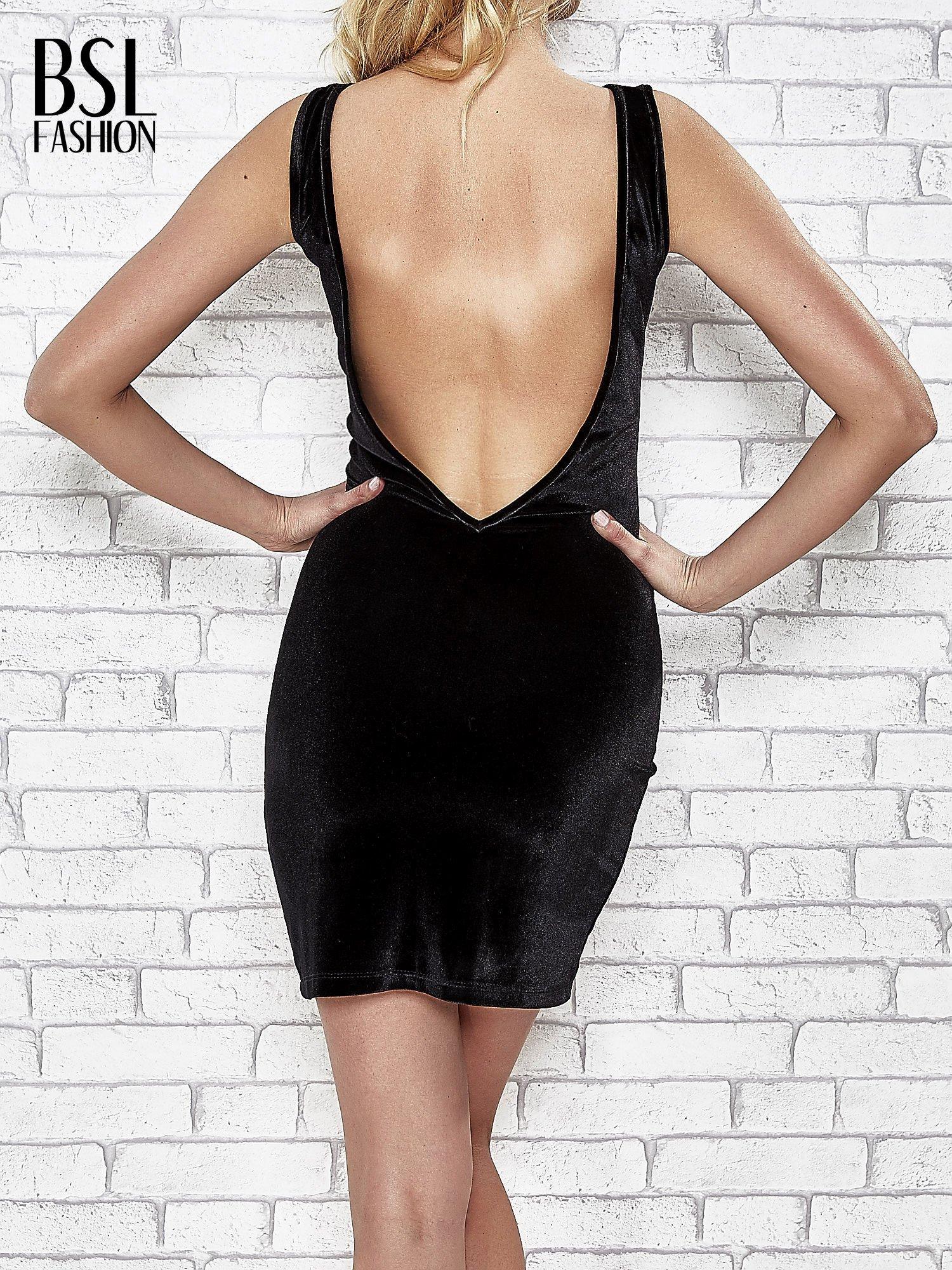 Czarna welurowa sukienka z głębokim dekoltem na plecach                                  zdj.                                  4