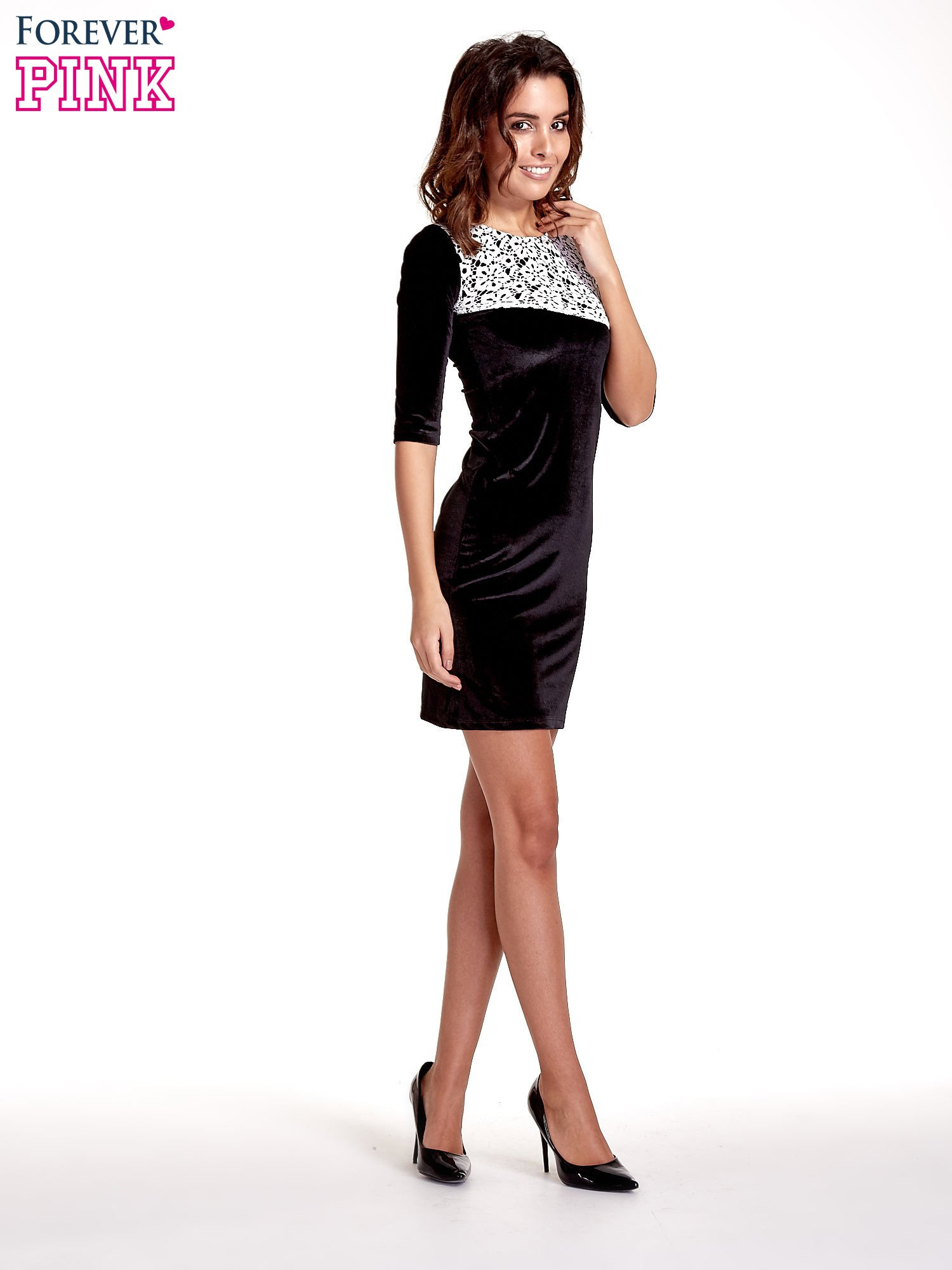 Czarna welurowa sukienka z koronkowym wykończeniem                                  zdj.                                  2