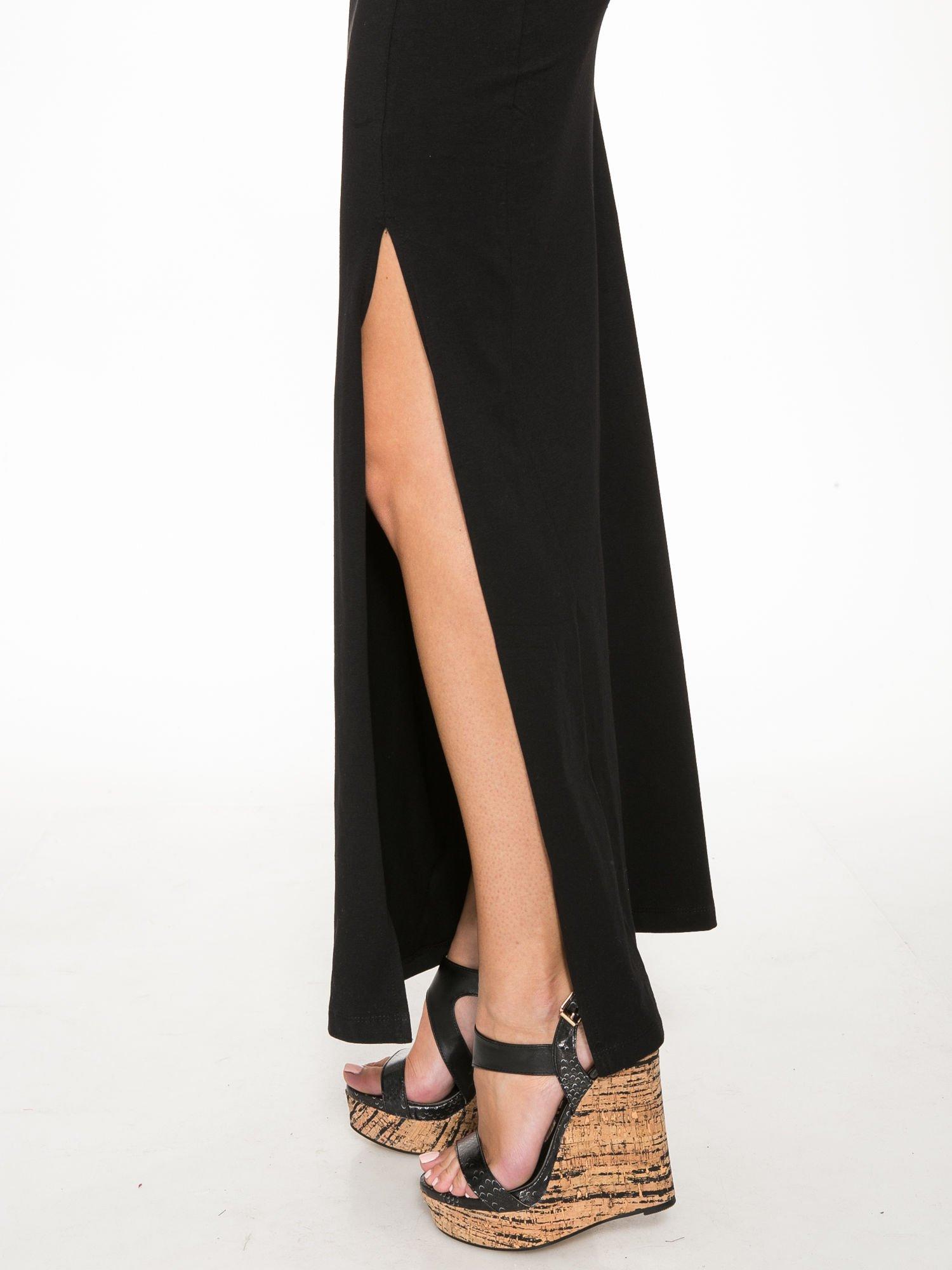 Czarna wieczorowa sukienka maxi z transparentną wstawką i dekoltem a plecach                                  zdj.                                  6
