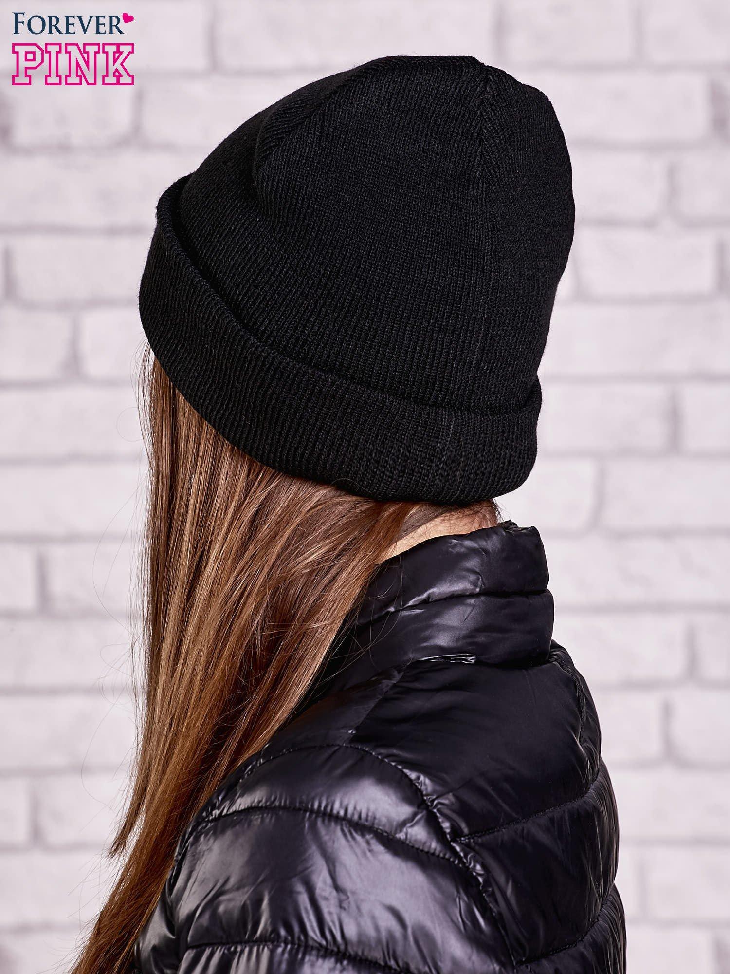 Czarna wywijana czapka z nadrukiem oczu                                  zdj.                                  2