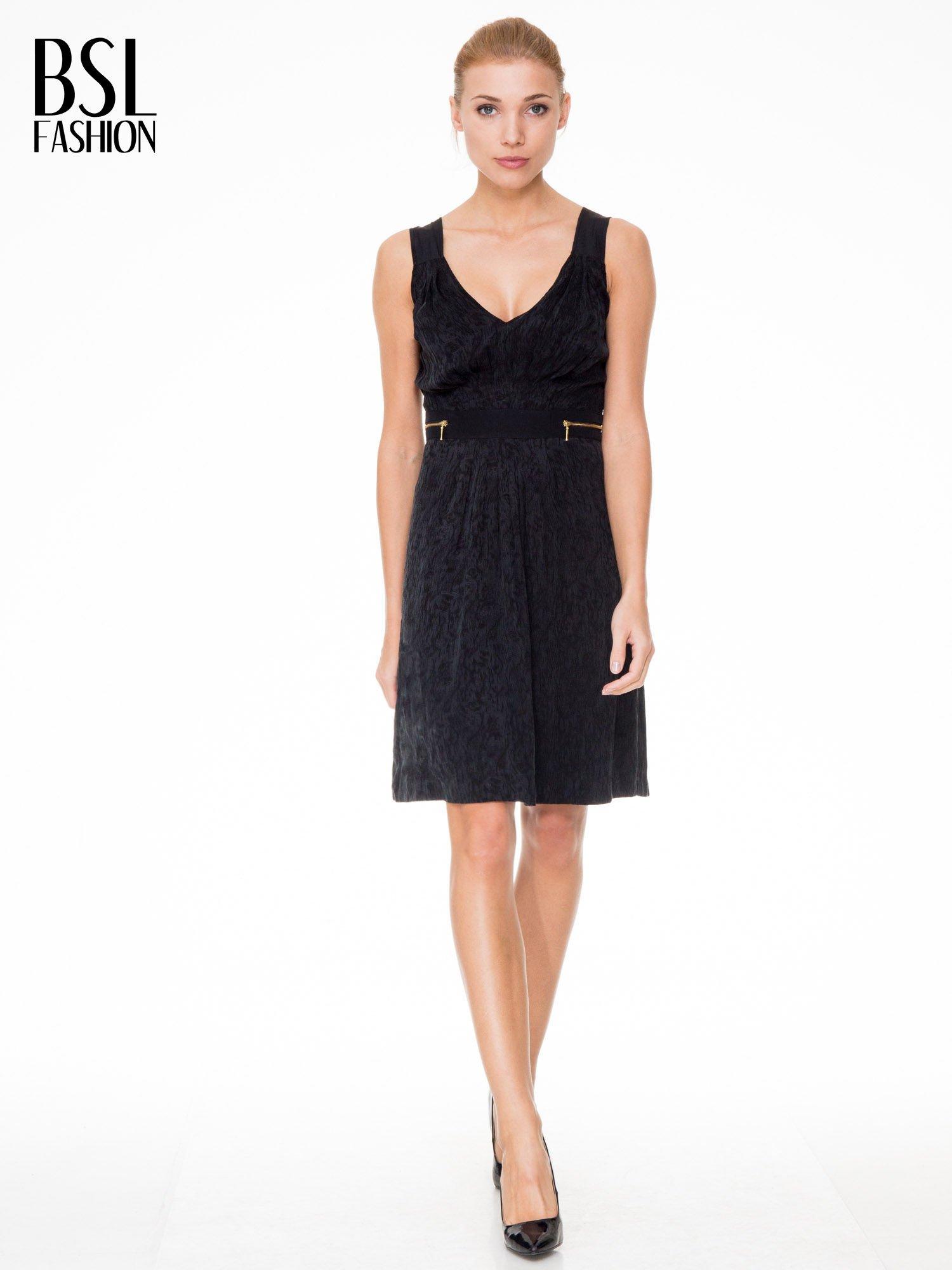 Czarna wzorzysta sukienka z suwakami                                  zdj.                                  2