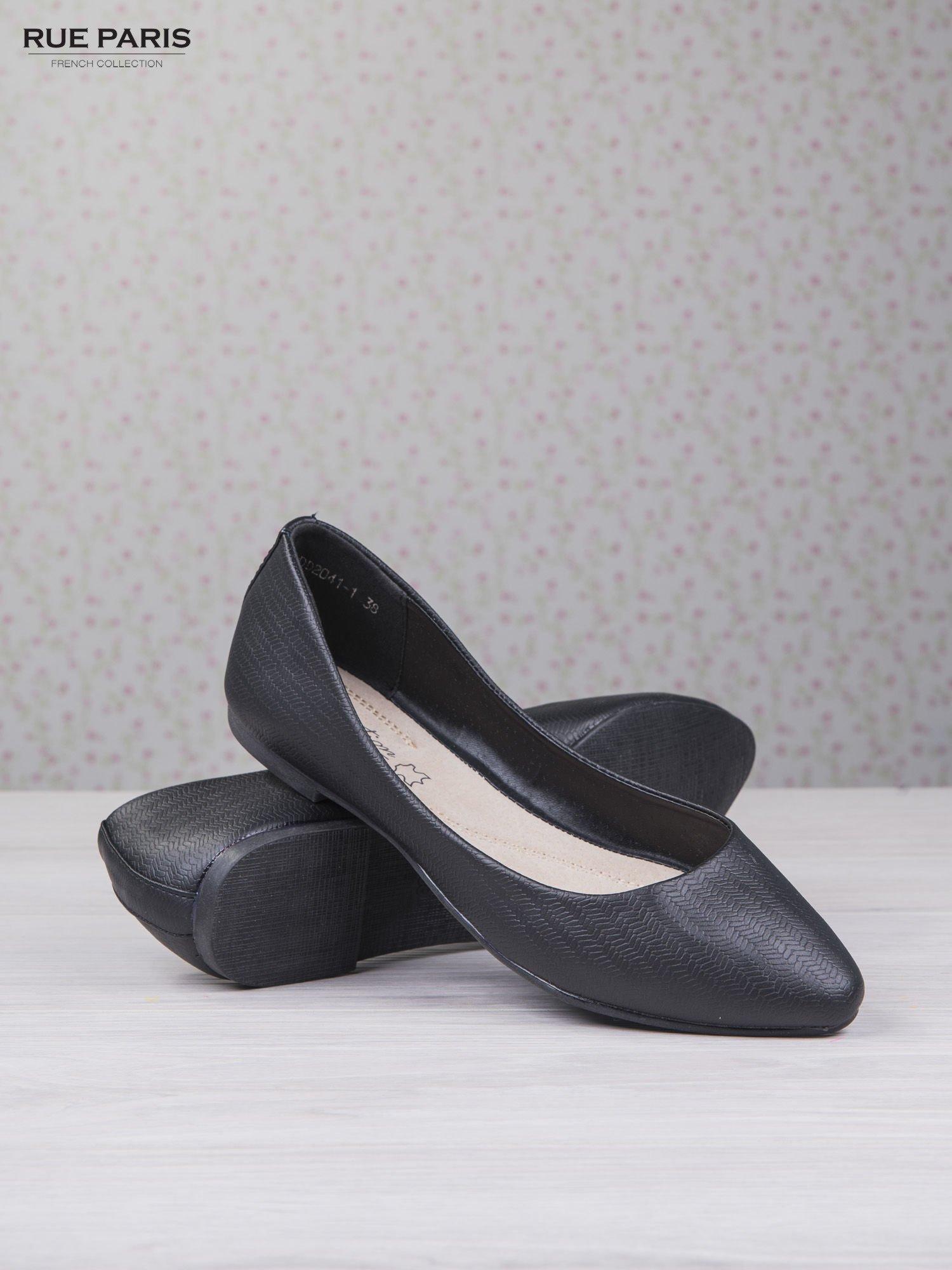 Czarne baleriny saffiano effect w jodełkę                                  zdj.                                  4