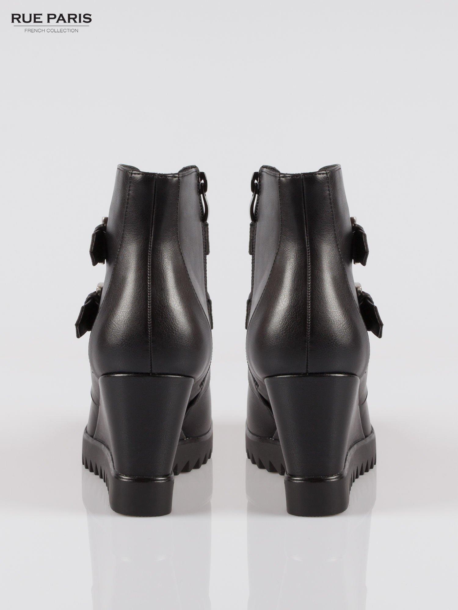 Czarne botki na koturnie z klamerkami                                  zdj.                                  3