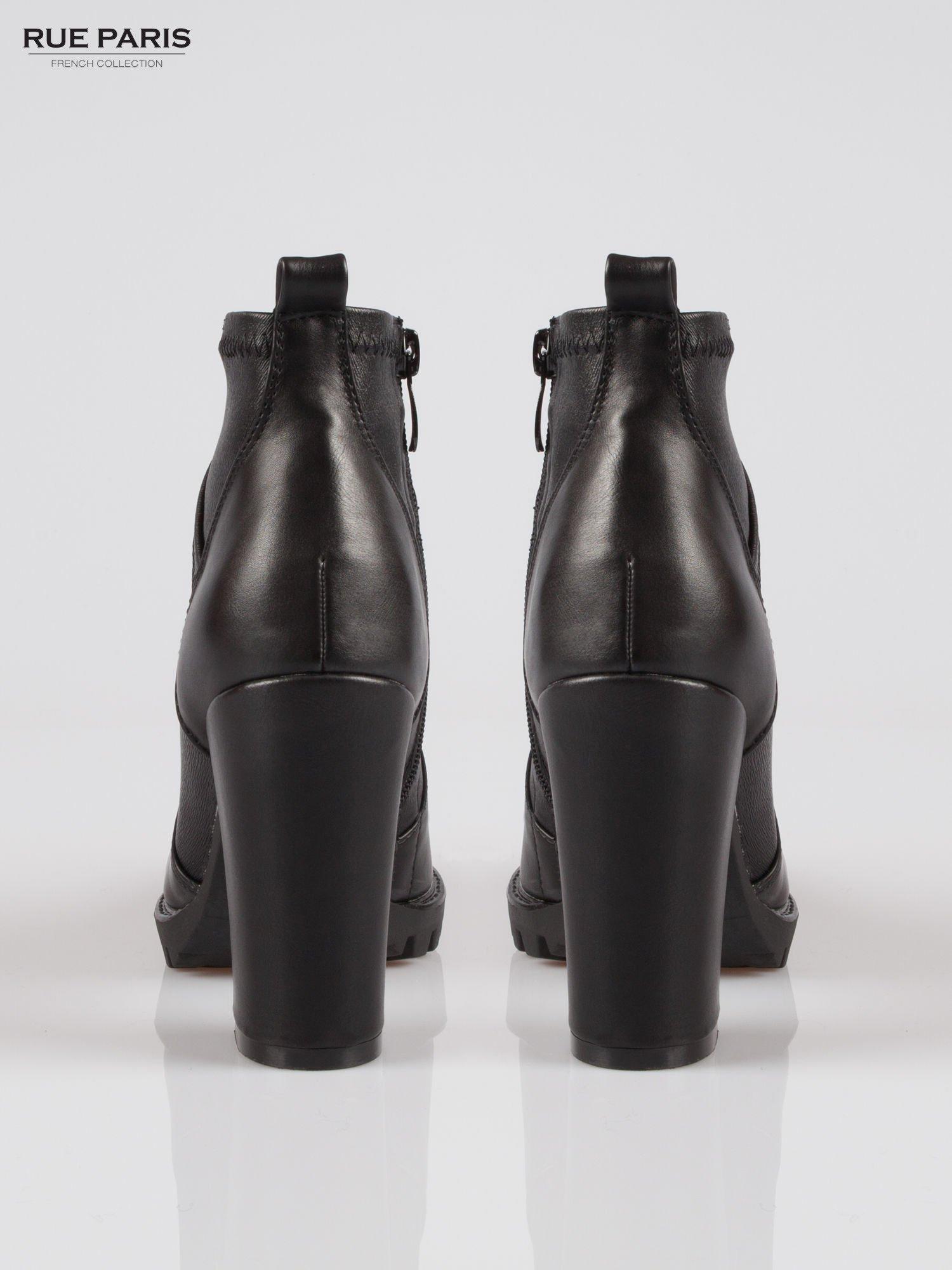 Czarne botki na słupku z asymetrycznie ciętą cholewką                                  zdj.                                  3