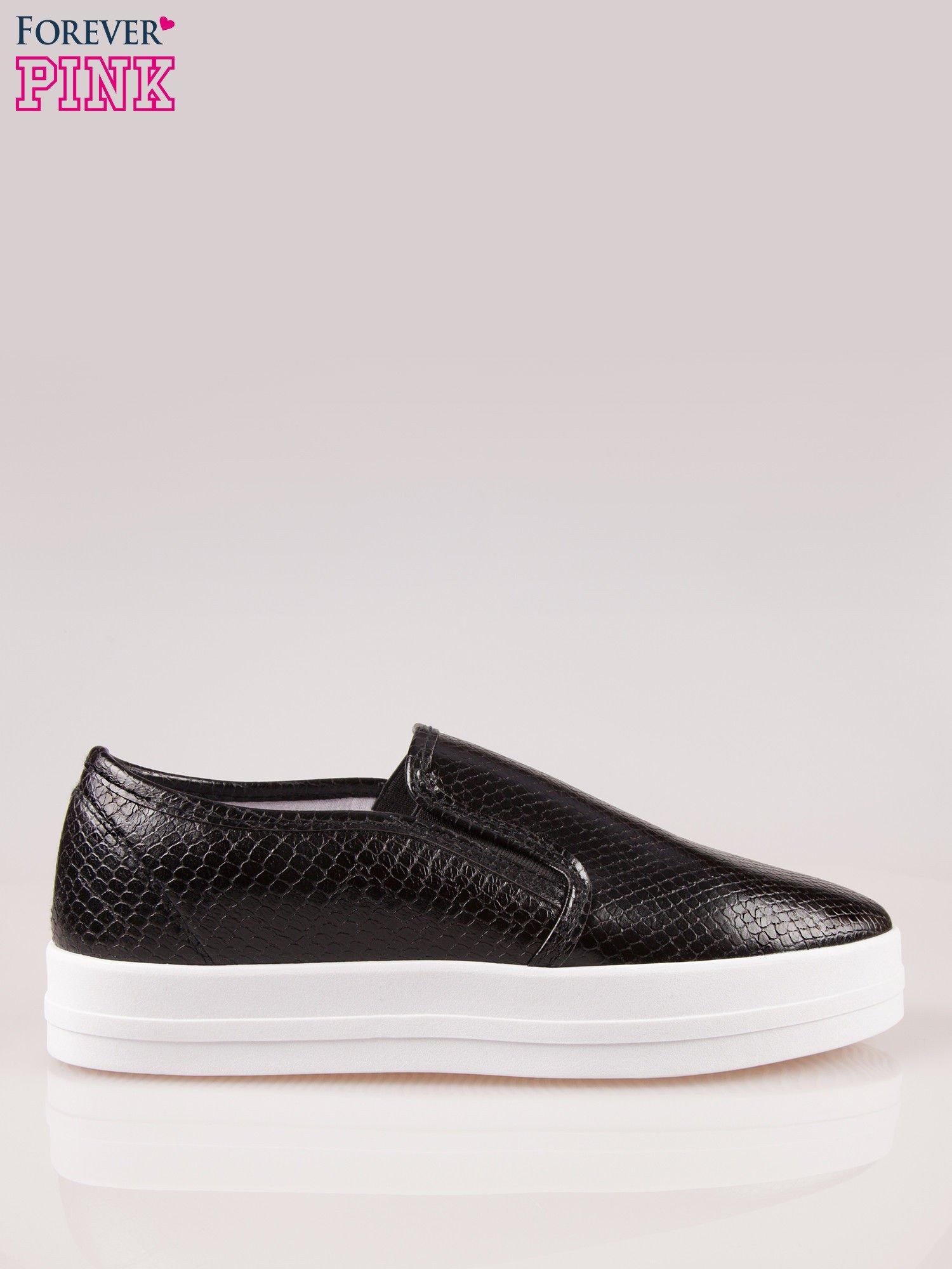 138116700cc6c Czarne buty slip on z efektem skóry krokodyla na grubej podeszwie ...