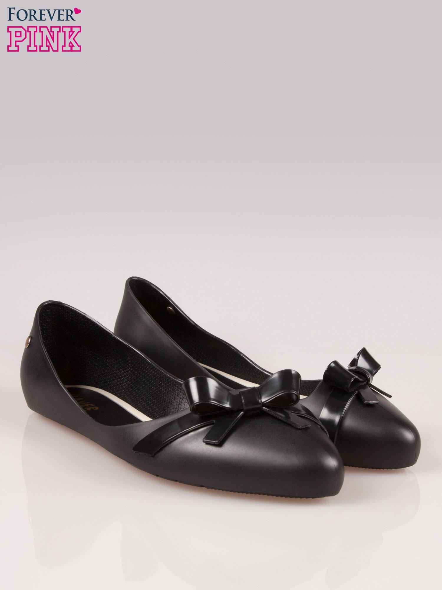 Czarne gumowe baleriny z kokardką                                  zdj.                                  2