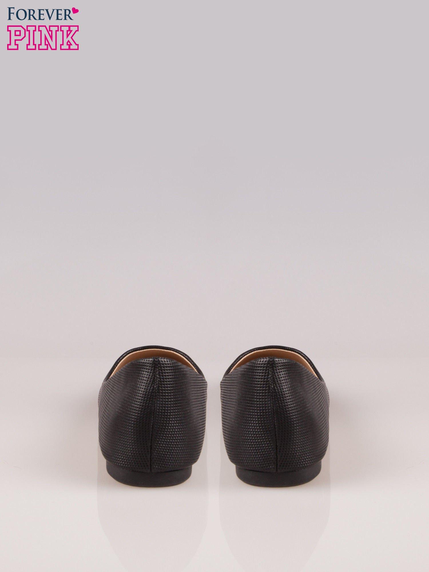 Czarne klasyczne baleriny z okrągłym noskiem wykonane z tłoczonej skóry                                  zdj.                                  3