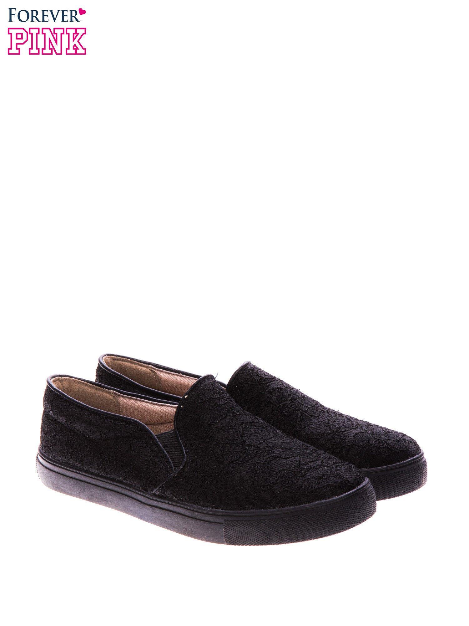 Czarne koronkowe buty slip on                                  zdj.                                  2