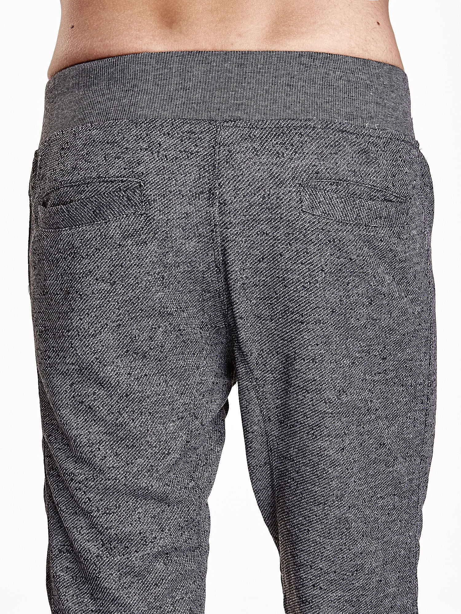Czarne melanżowe spodnie męskie z trokami i kieszeniami                                  zdj.                                  7