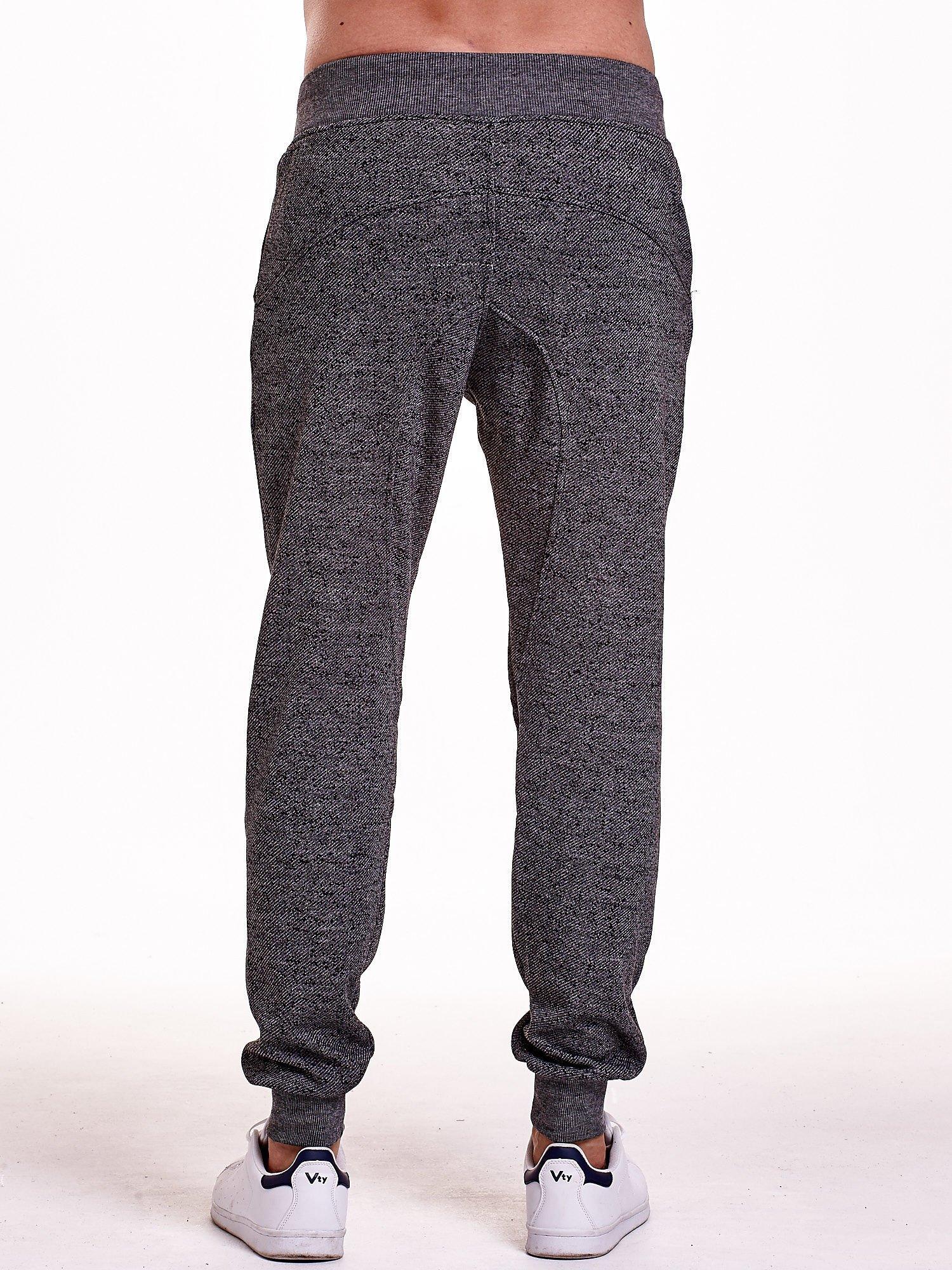 Czarne melanżowe spodnie męskie z zasuwanymi kieszeniami                                  zdj.                                  5