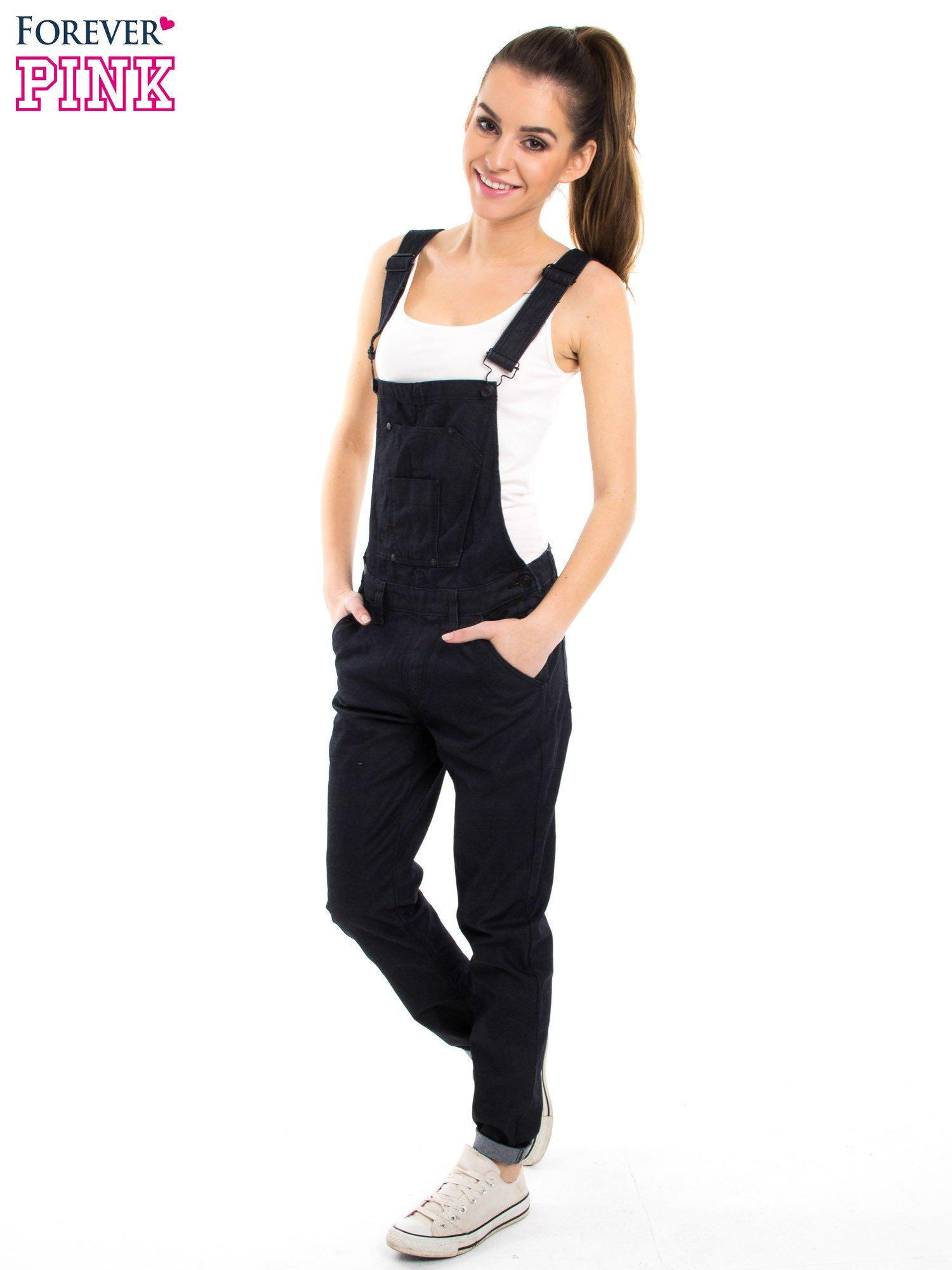 Czarne ogrodniczki jeansowe z kieszeniami                                  zdj.                                  3