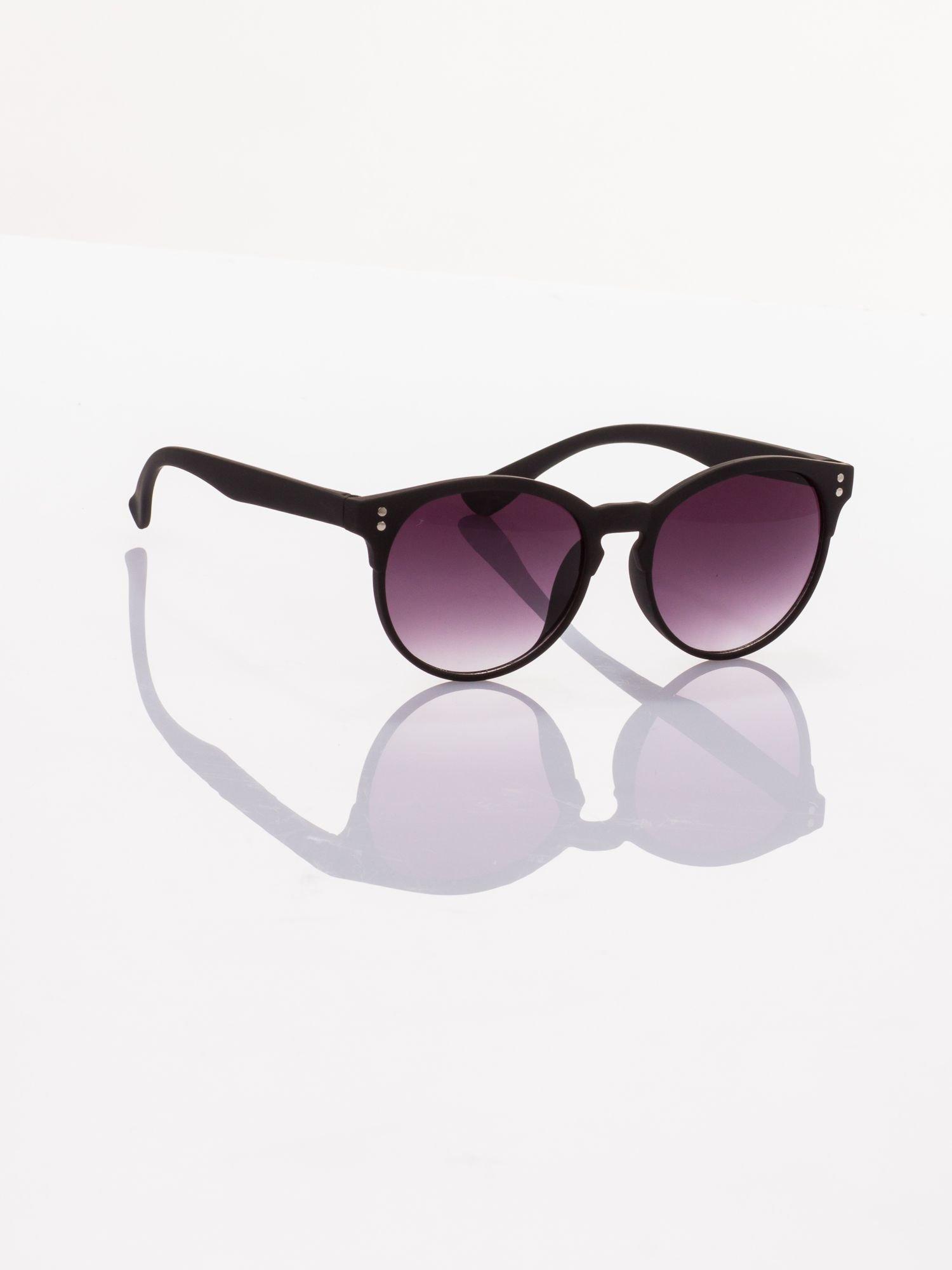 Czarne okulary przeciwsłoneczne w stylu vintage                                  zdj.                                  2