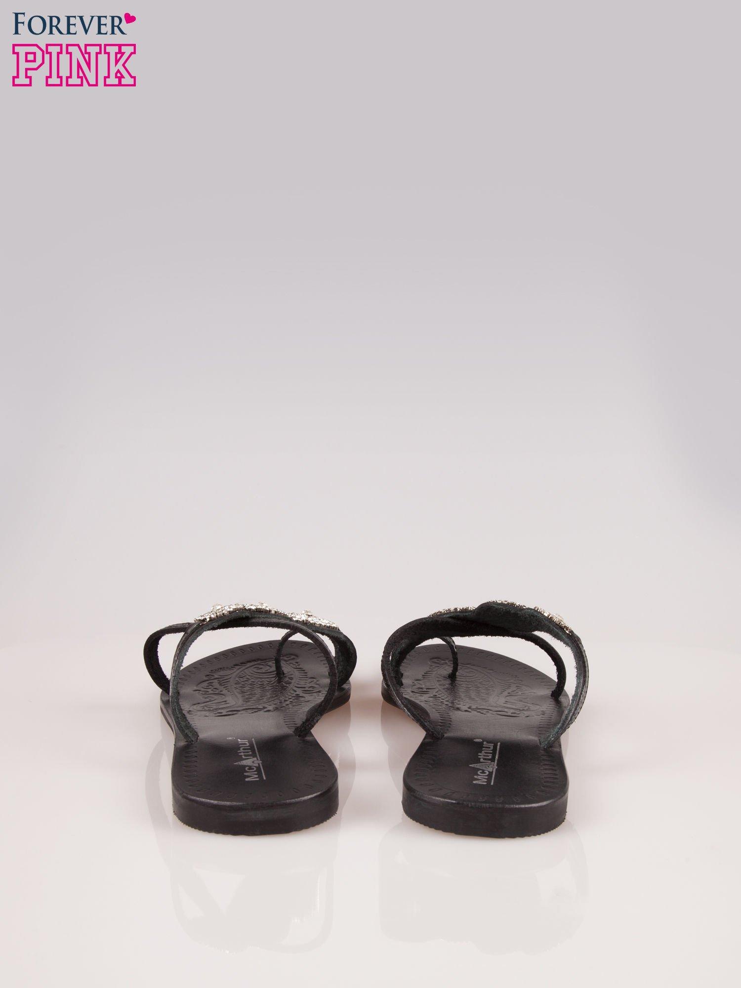 Czarne skórzane klapki typu japonki z ozdobami z cyrkonii                                  zdj.                                  3