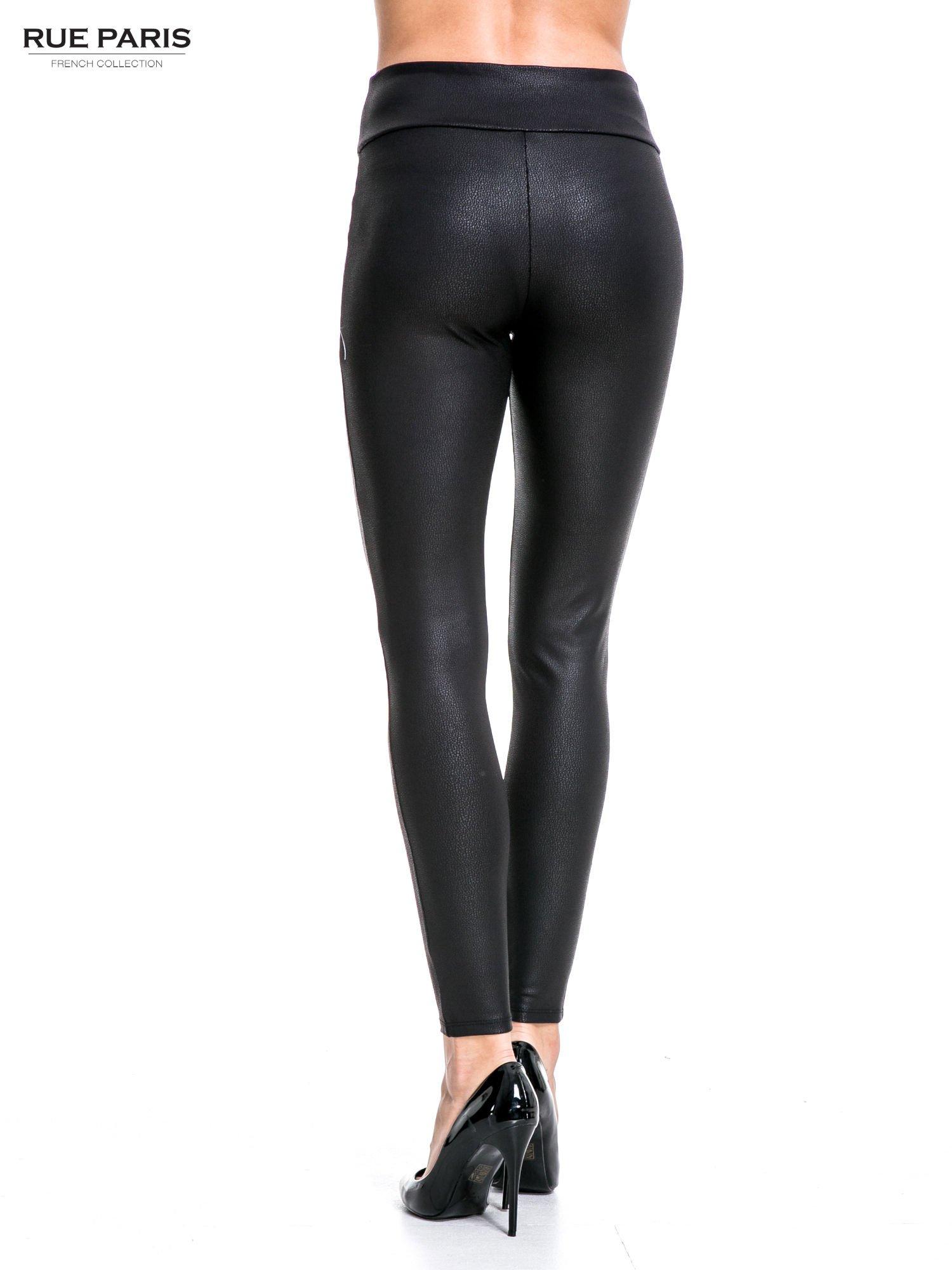 Czarne skórzane legginsy z efektem tłoczenia                                  zdj.                                  4
