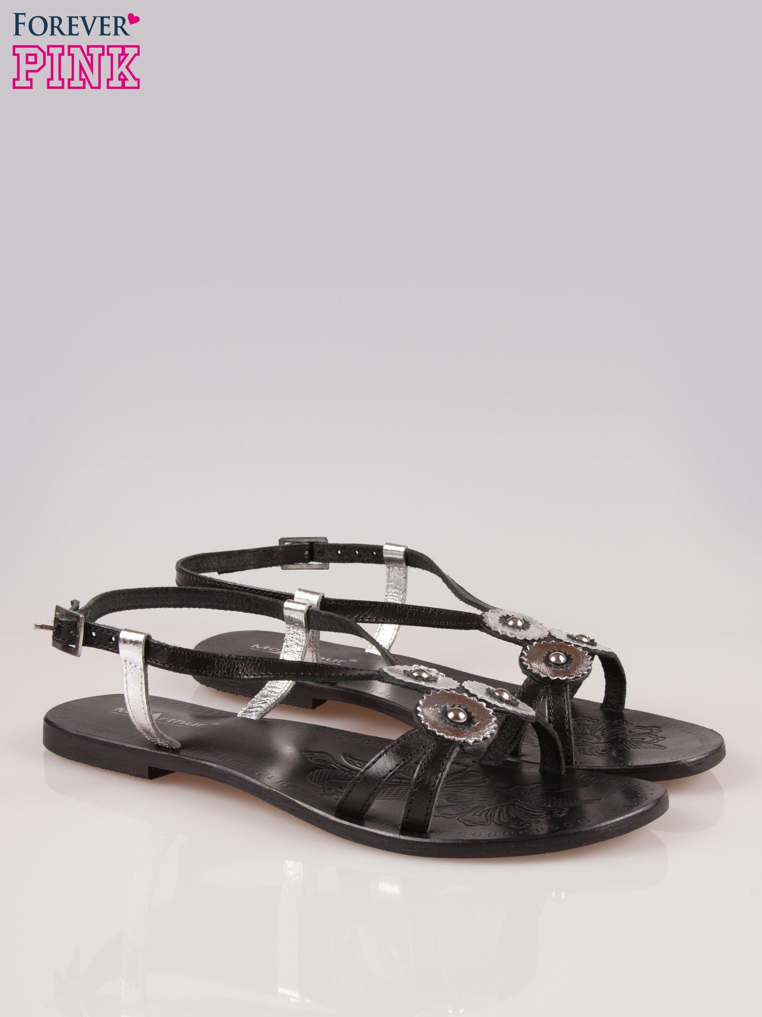 Czarne skórzane sandały ze srebrnymi kwiatami                                  zdj.                                  2