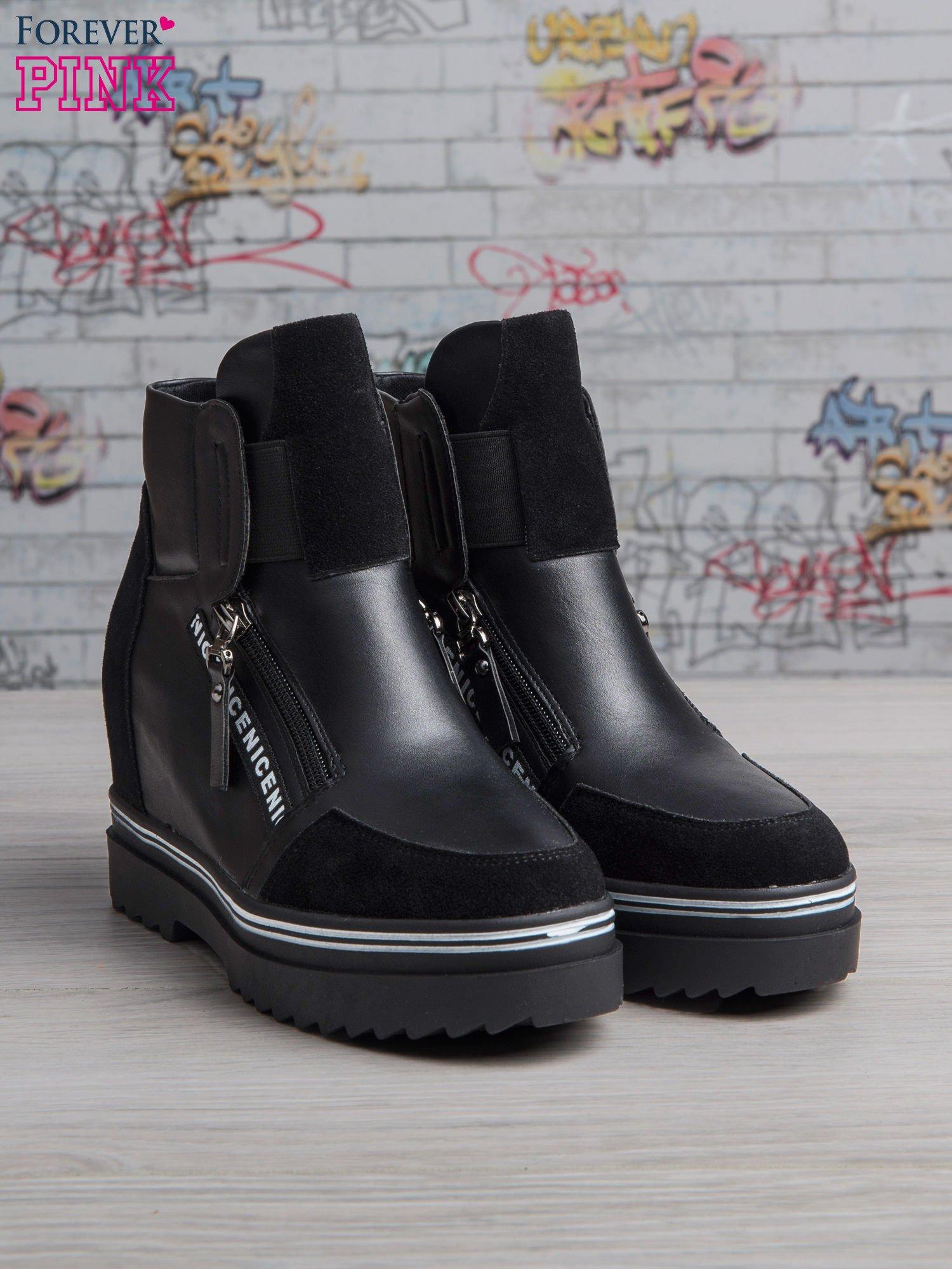 Czarne skórzane sneakersy Perry z zamszowymi wstawkami i suwakami                                  zdj.                                  2