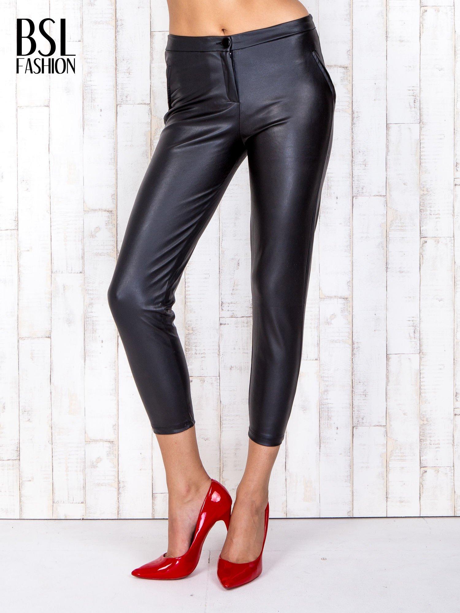 Czarne skórzane spodnie skinny z zapięciem na guzik                                  zdj.                                  1