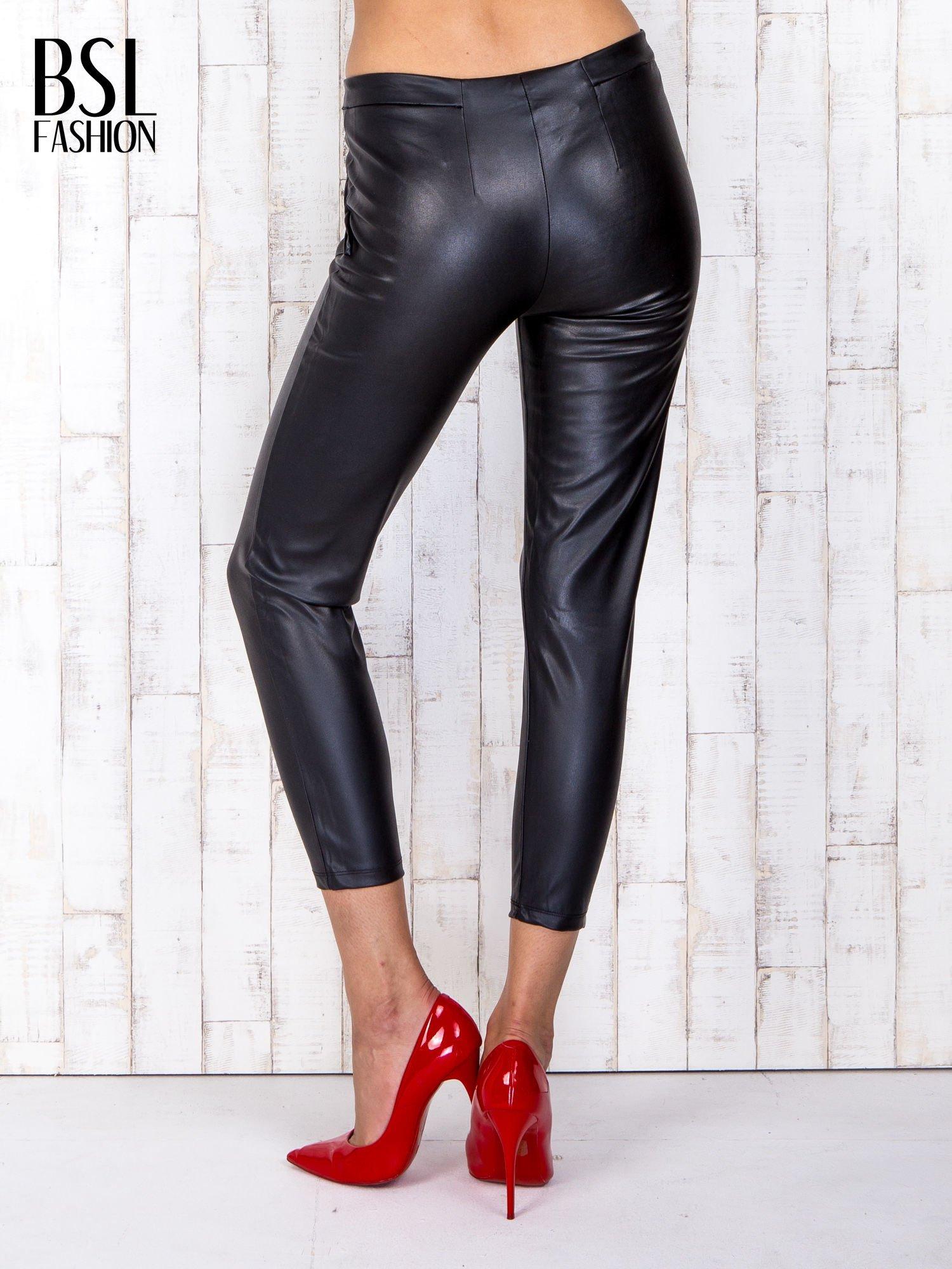 Czarne skórzane spodnie skinny z zapięciem na guzik                                  zdj.                                  2