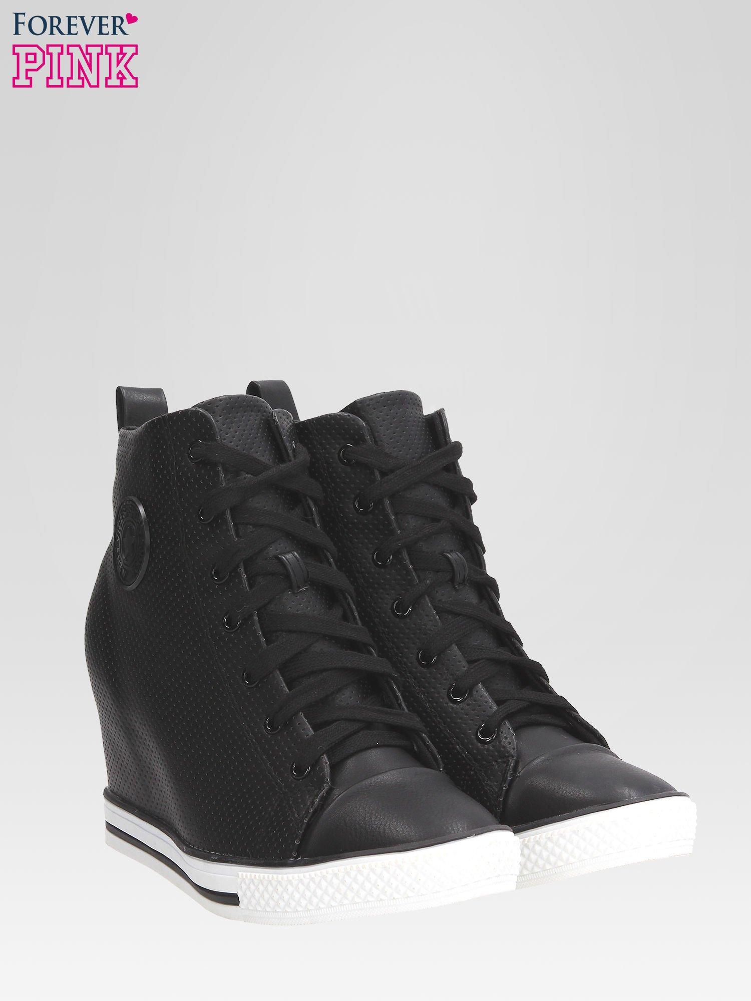 Czarne sneakersy damskie z siateczką                                  zdj.                                  2
