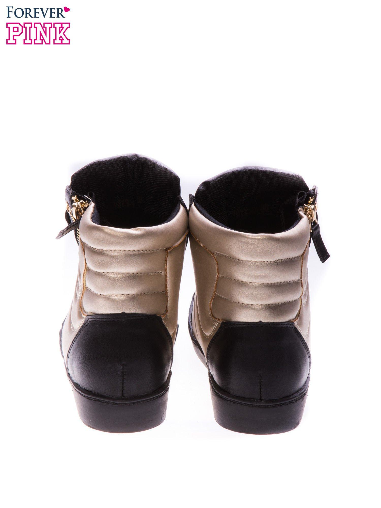 Czarne sneakersy za kostkę ze złotą wstawką i suwakiem                                  zdj.                                  3