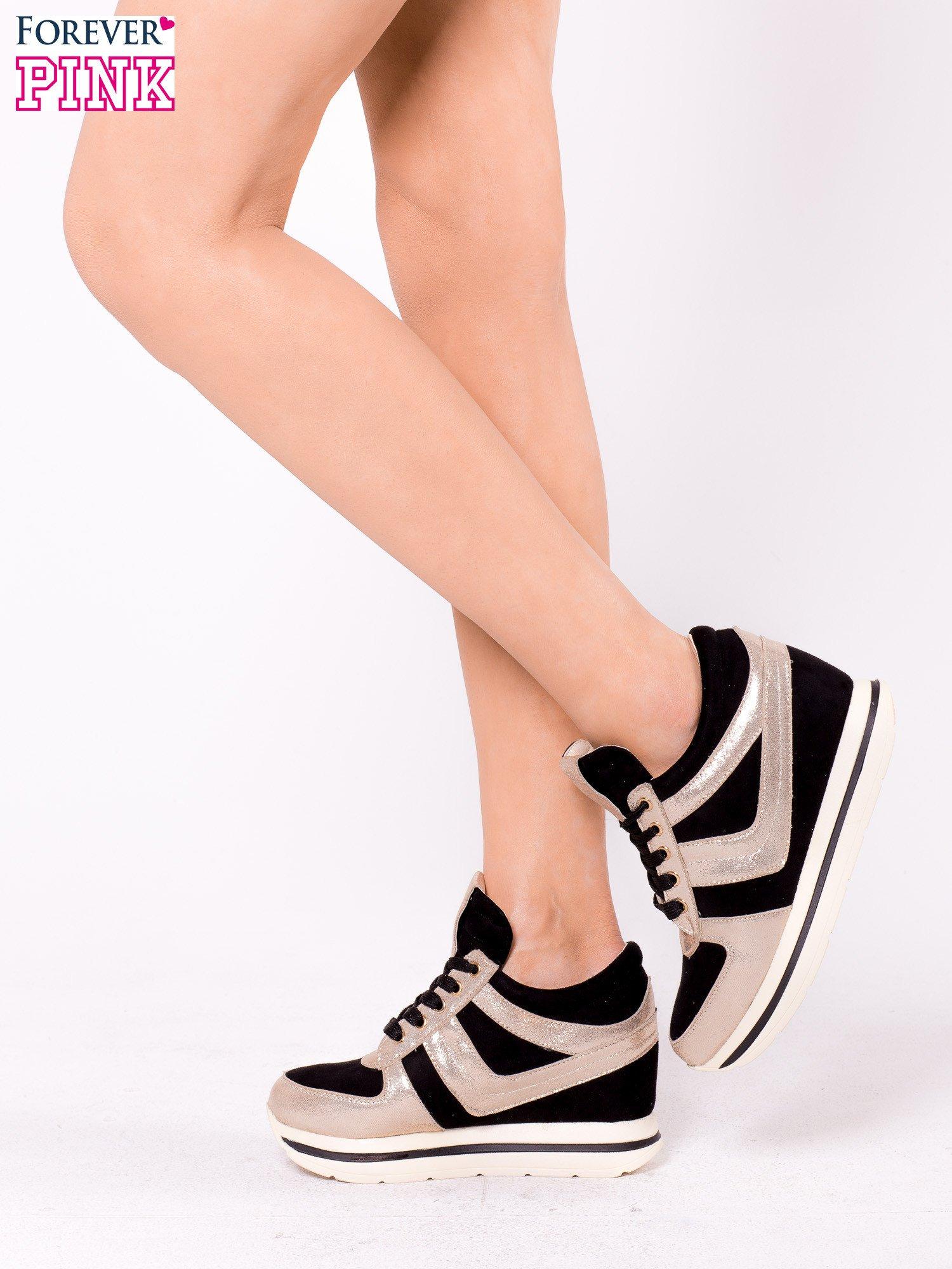 Czarne sneakersy ze złotą wstawką                                  zdj.                                  4