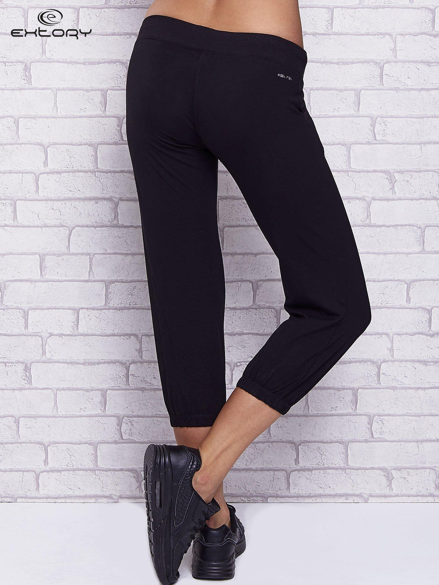 a1d2d380 Czarne spodnie capri z kieszeniami i gumką w pasie